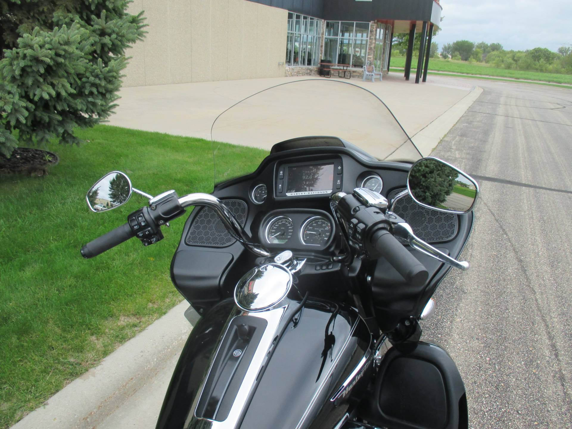 2017 Harley-Davidson Road Glide® Ultra in Alexandria, Minnesota - Photo 5