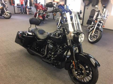 2017 Harley-Davidson Road King® Special in Alexandria, Minnesota - Photo 2