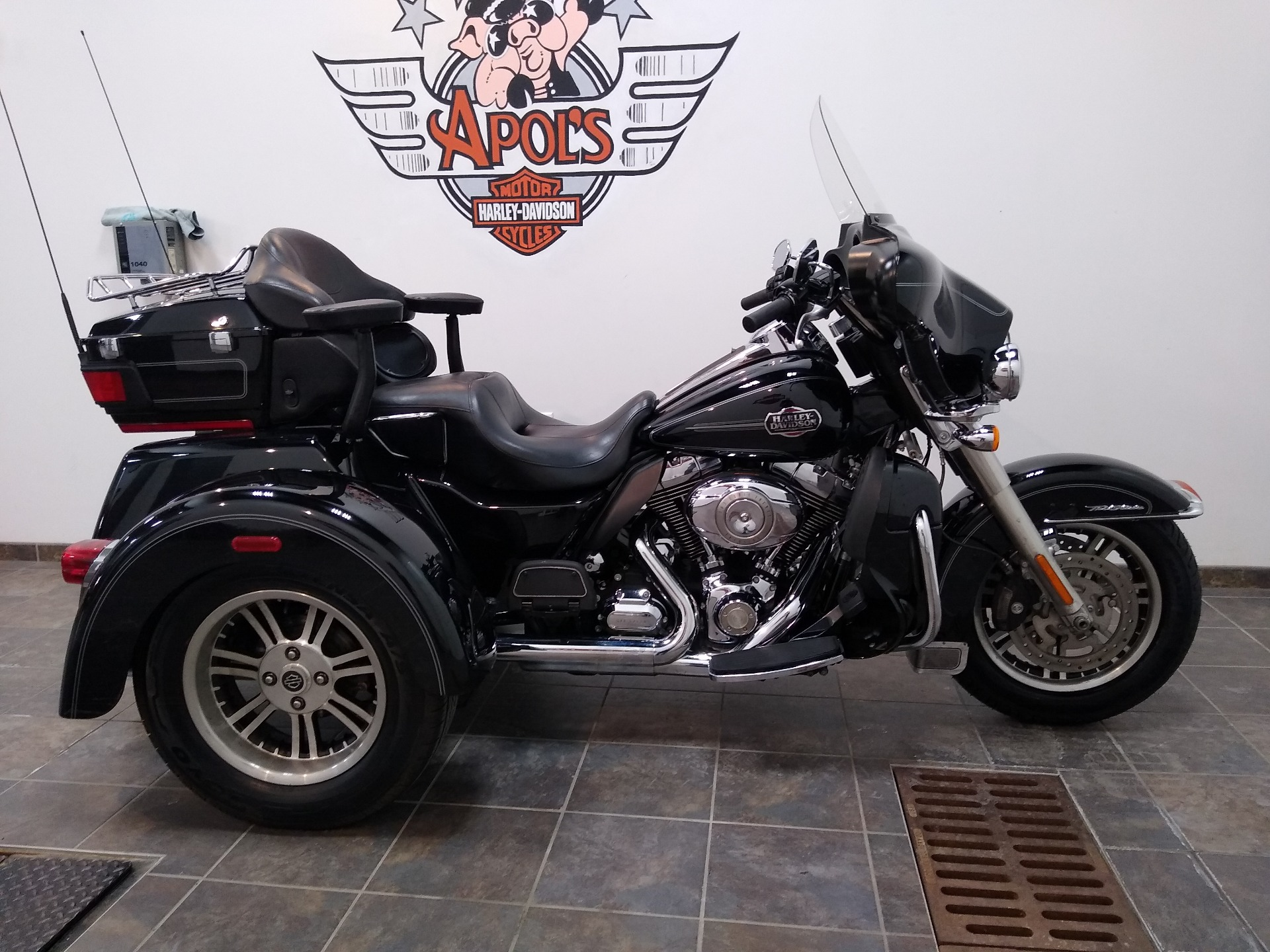 2011 Harley-Davidson Tri Glide® Ultra Classic® in Alexandria, Minnesota - Photo 1