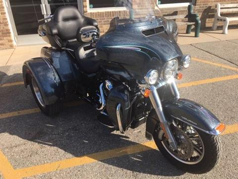 2015 Harley-Davidson Tri Glide® Ultra in Alexandria, Minnesota - Photo 2