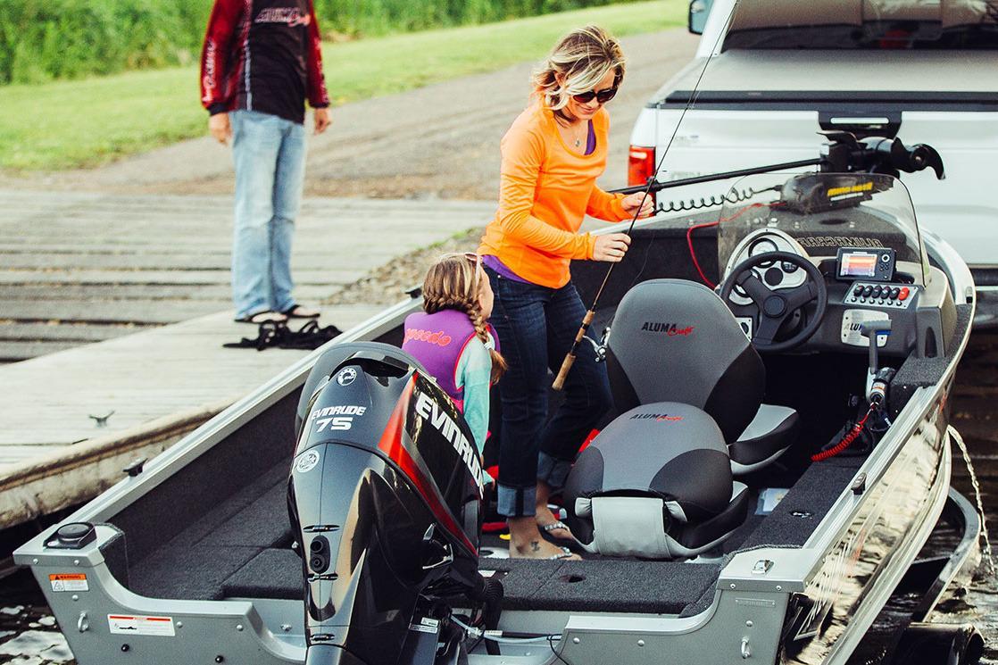 2017 Alumacraft Classic 165 CS in Trego, Wisconsin