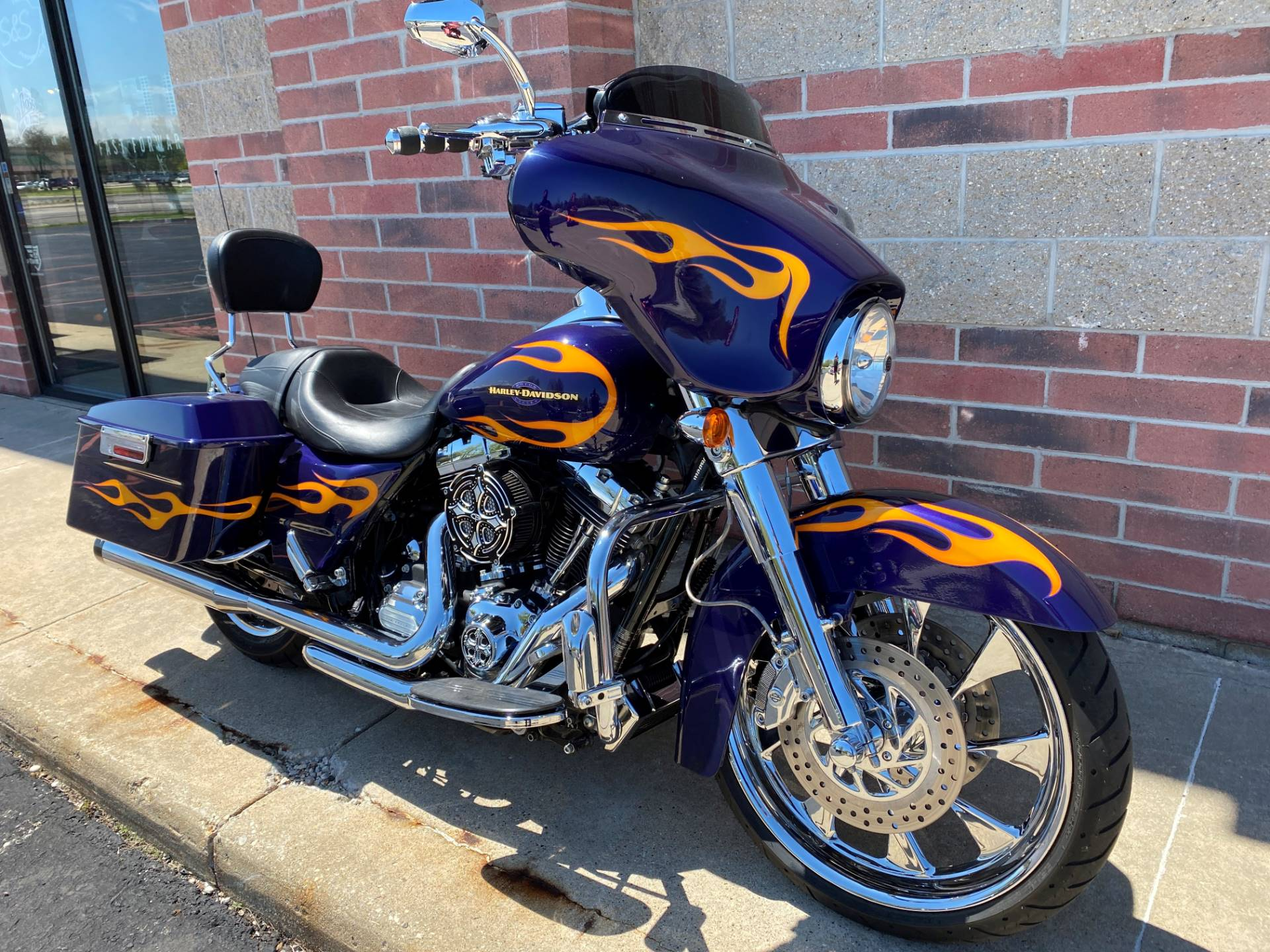 2012 Harley-Davidson Street Glide® in Muskego, Wisconsin - Photo 2