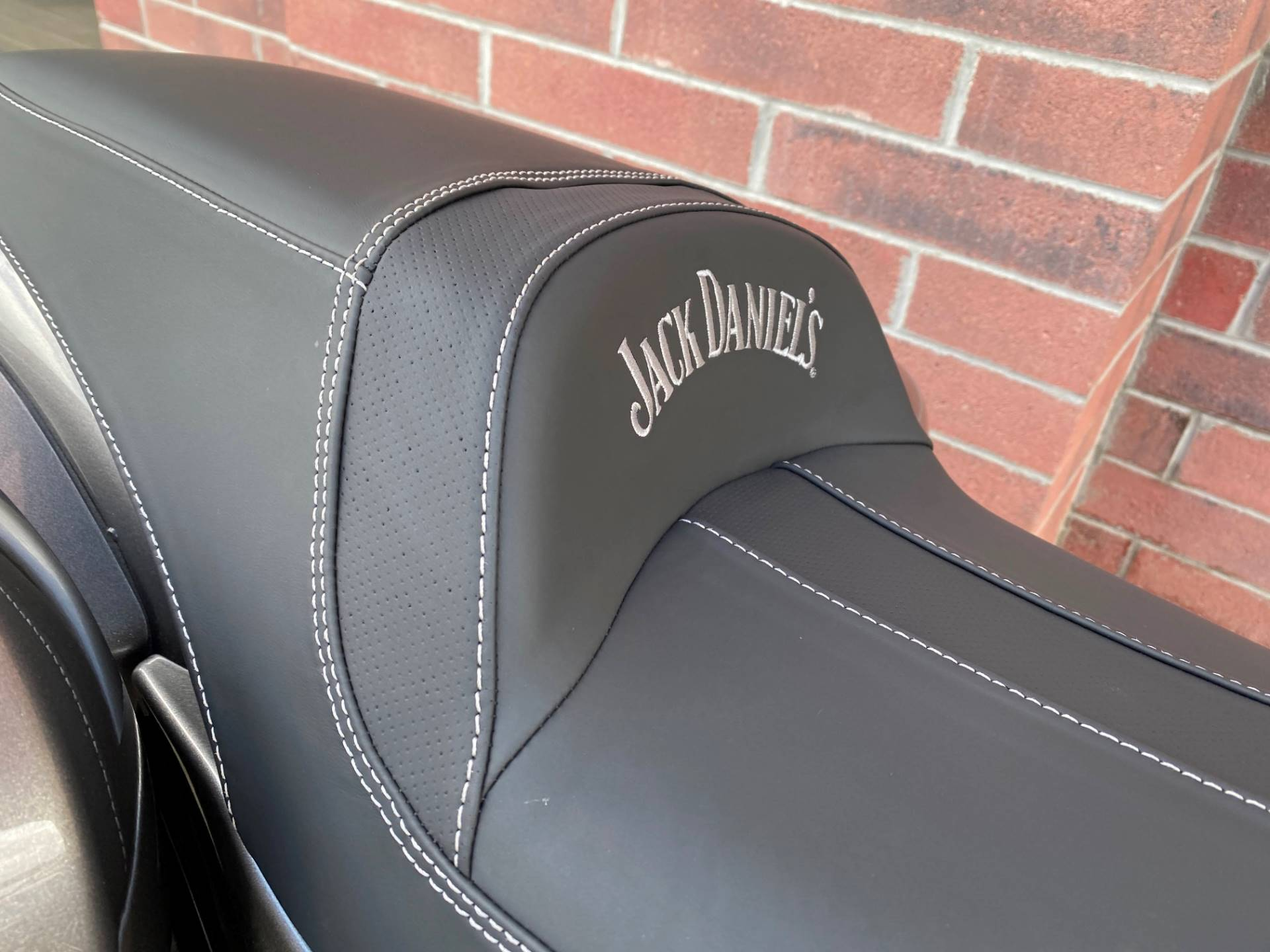 2020 Indian Springfield® Dark Horse® Jack Daniel's® Limited Edition in Muskego, Wisconsin - Photo 11