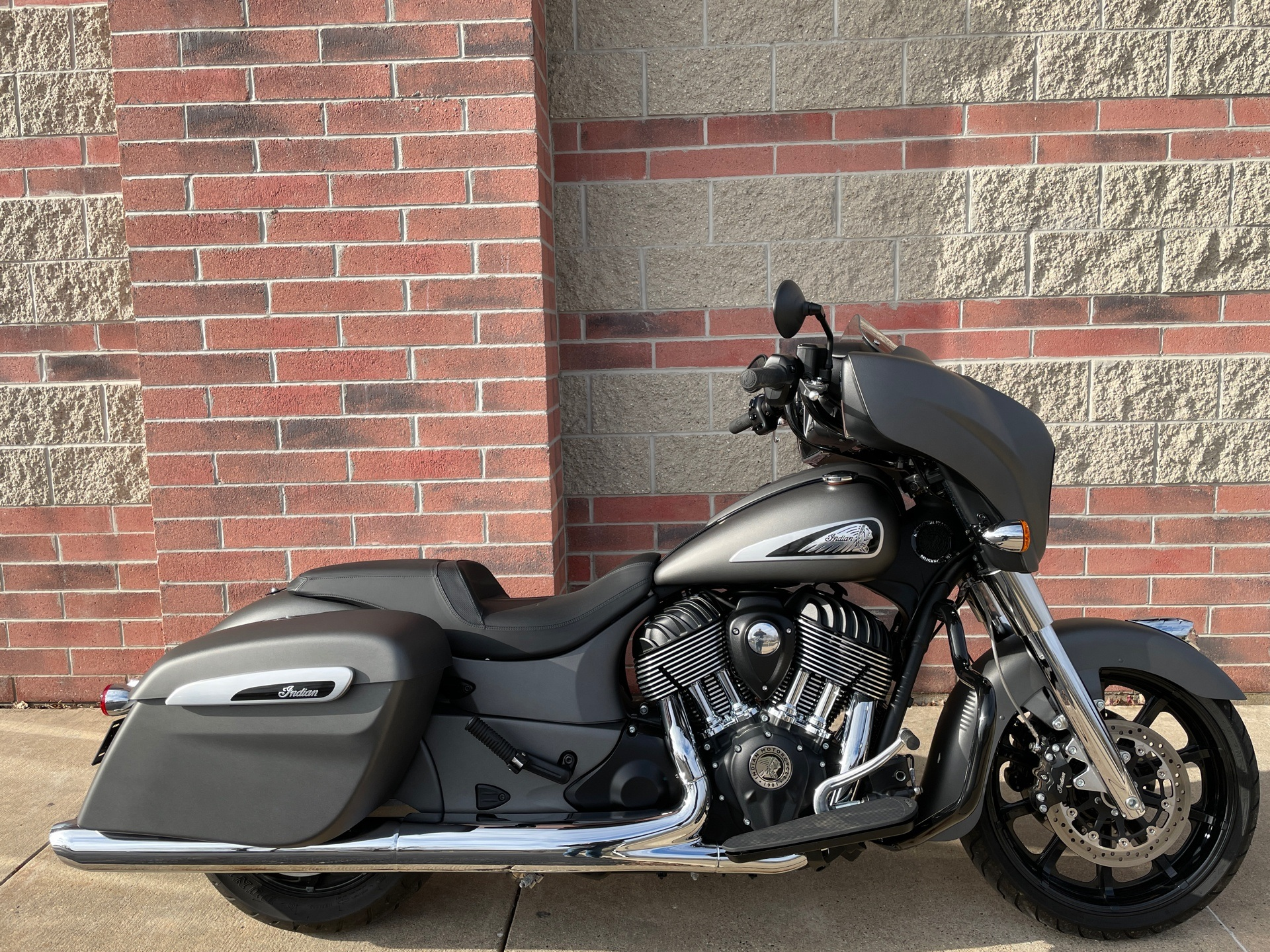 2020 Indian Chieftain® in Muskego, Wisconsin - Photo 1
