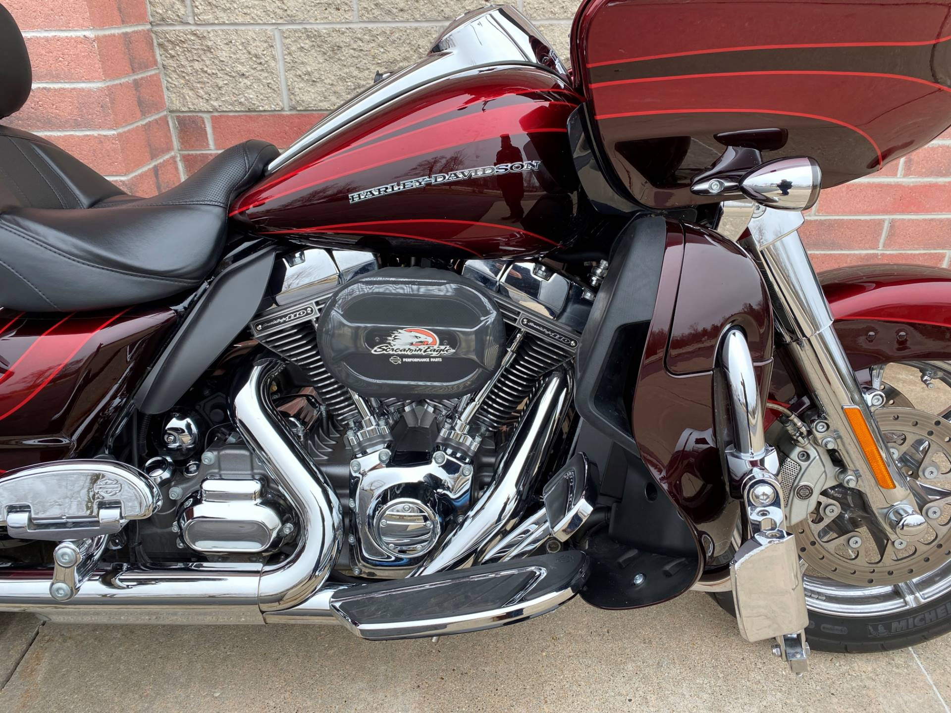 2015 Harley-Davidson CVO™ Road Glide® Ultra in Muskego, Wisconsin - Photo 5