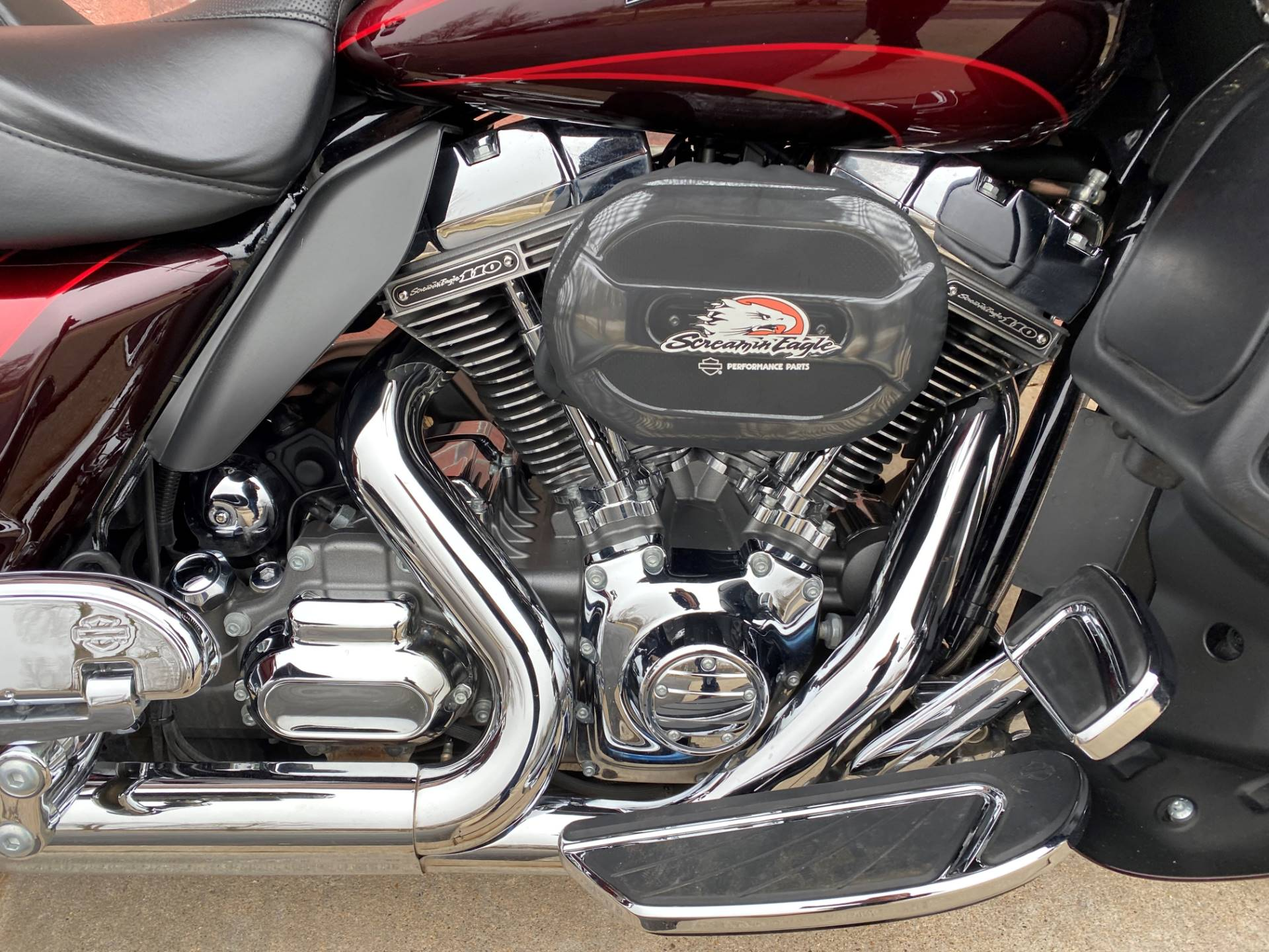 2015 Harley-Davidson CVO™ Road Glide® Ultra in Muskego, Wisconsin - Photo 6