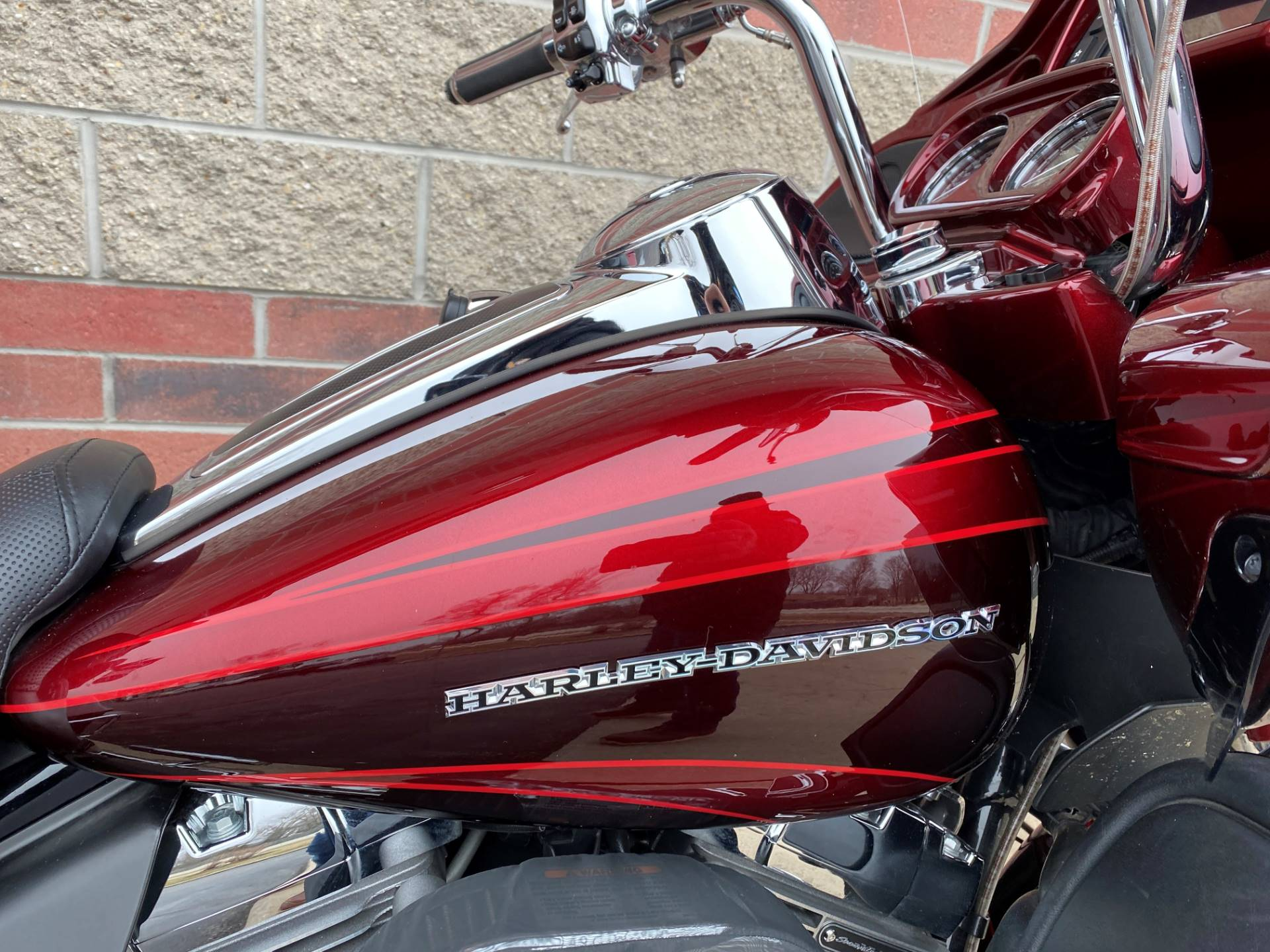 2015 Harley-Davidson CVO™ Road Glide® Ultra in Muskego, Wisconsin - Photo 7