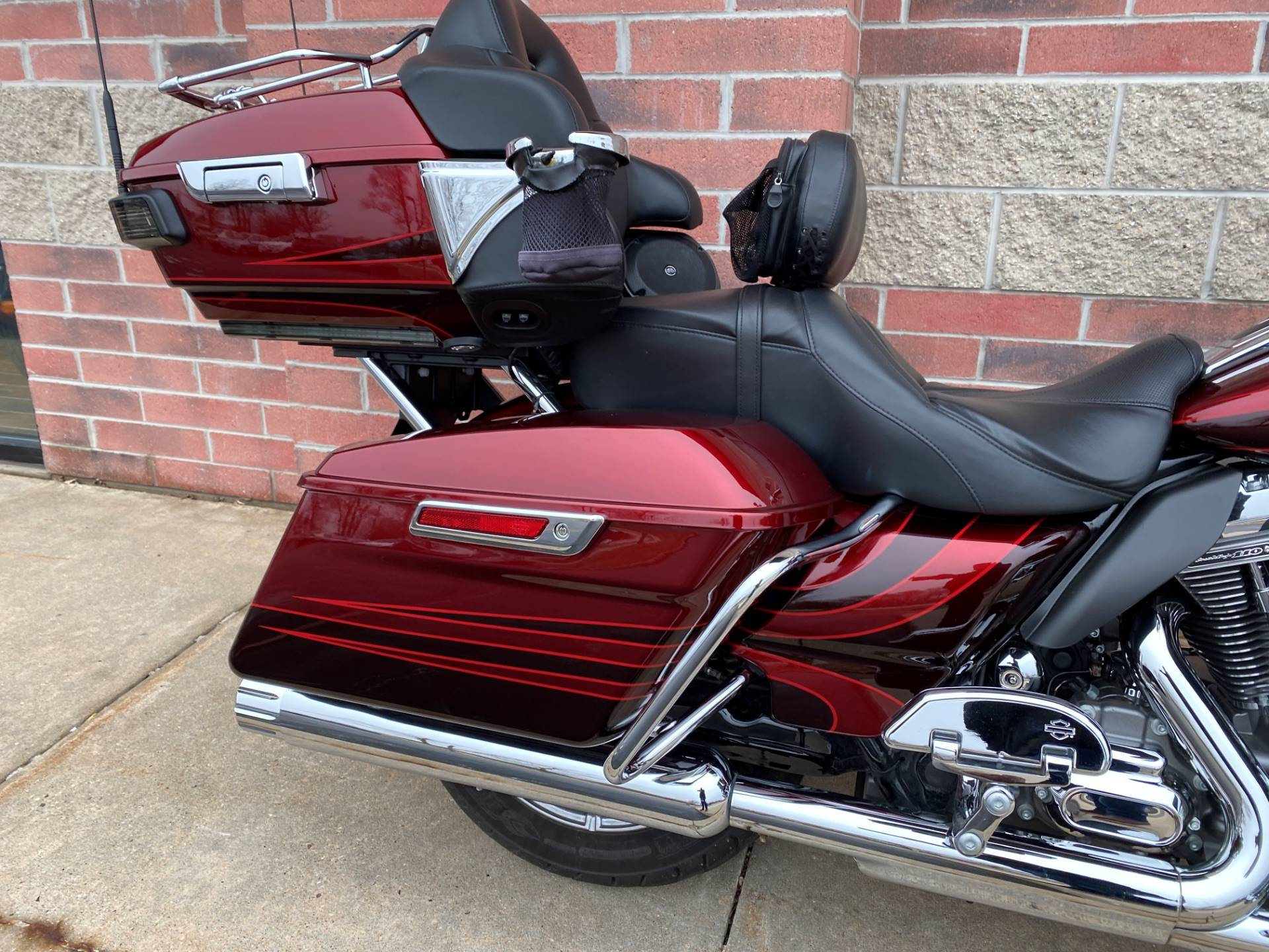 2015 Harley-Davidson CVO™ Road Glide® Ultra in Muskego, Wisconsin - Photo 8