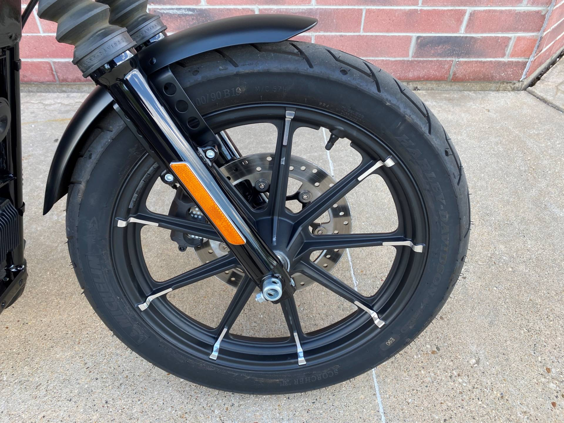 2019 Harley-Davidson Iron 883™ in Muskego, Wisconsin - Photo 4