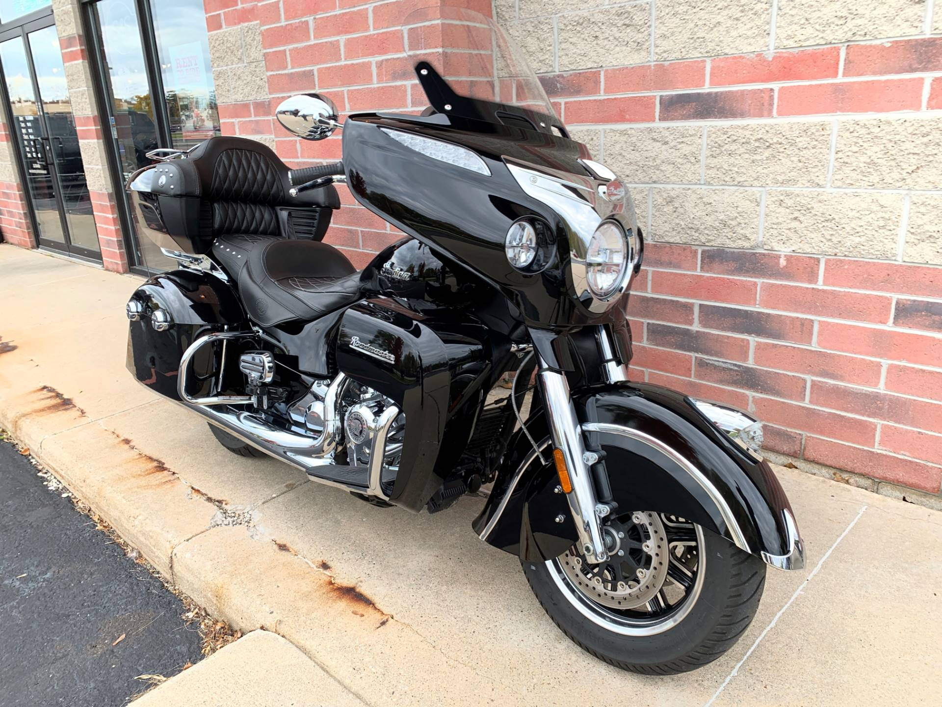 2017 Indian Roadmaster® in Muskego, Wisconsin - Photo 2