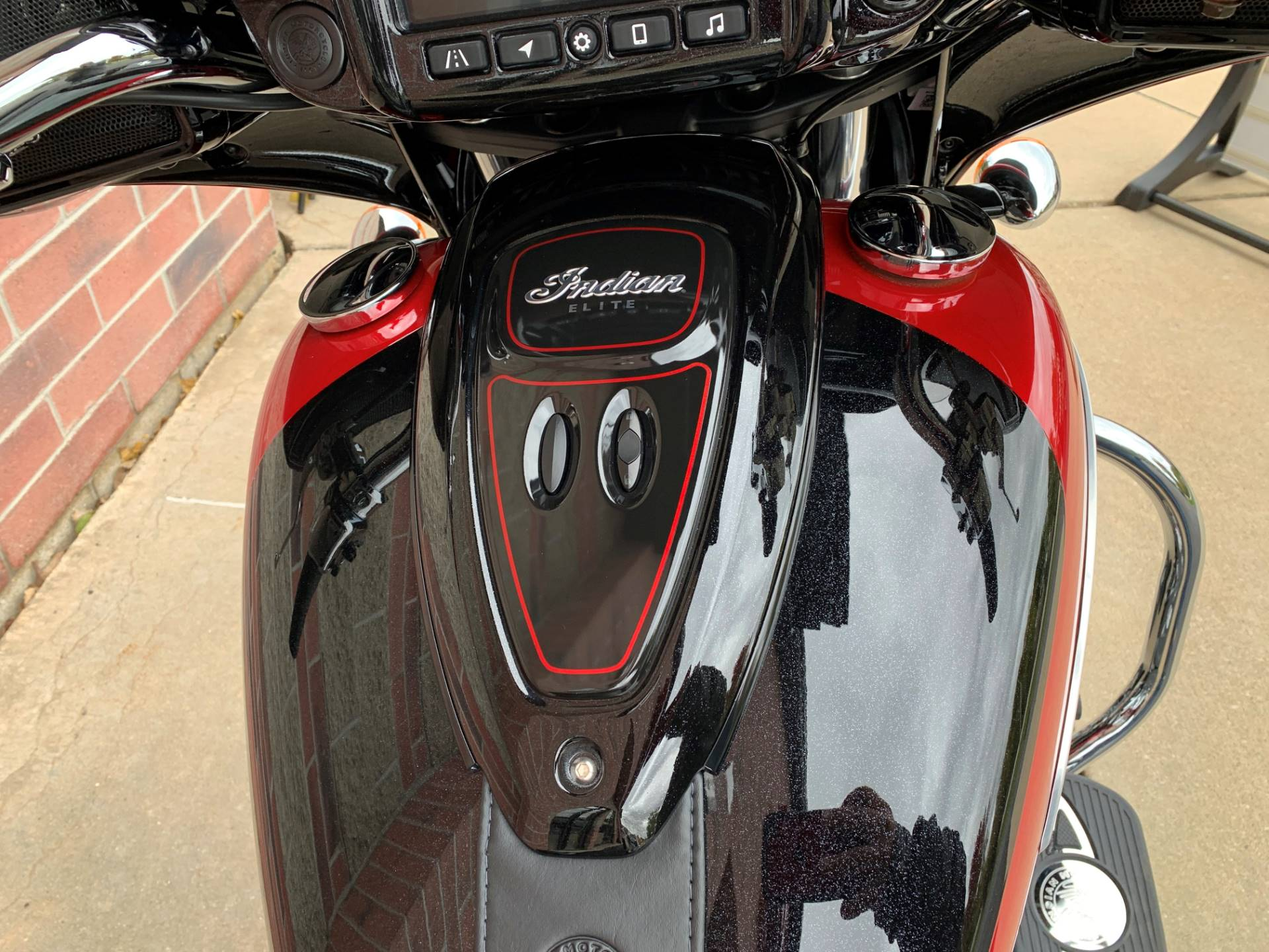 2020 Indian Chieftain® Elite in Muskego, Wisconsin - Photo 9