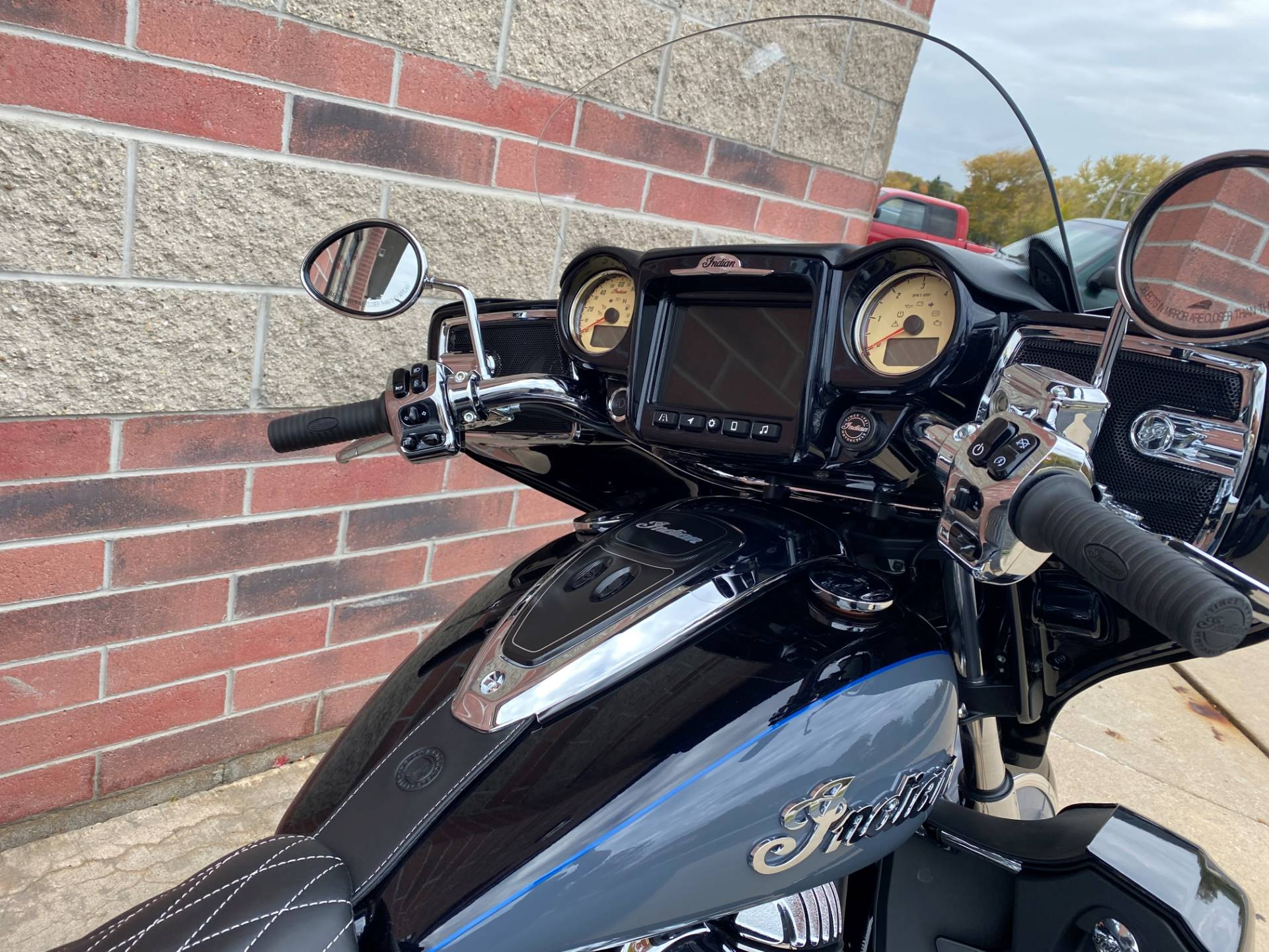 2021 Indian Roadmaster® Icon in Muskego, Wisconsin - Photo 8