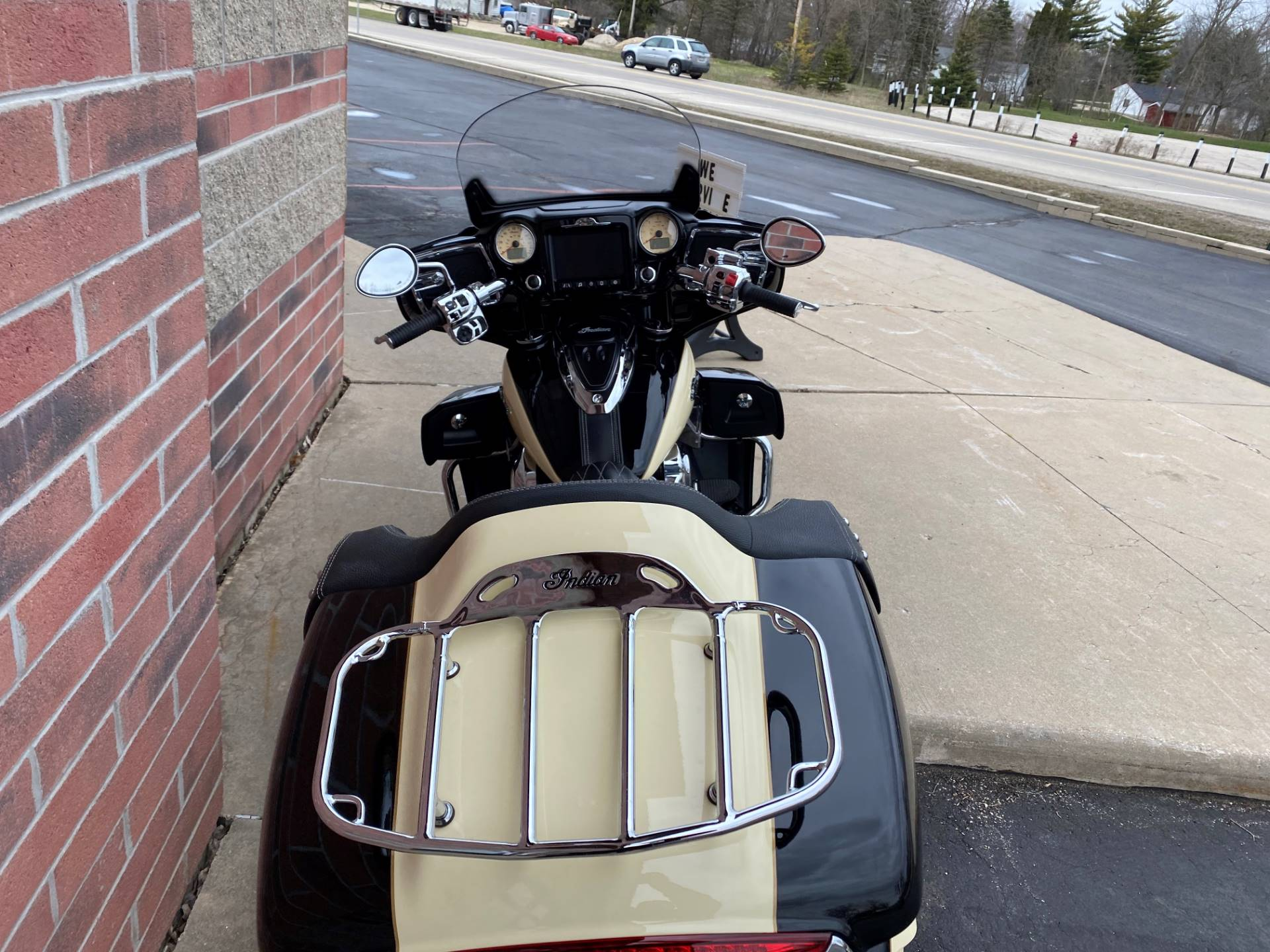 2017 Indian Roadmaster® in Muskego, Wisconsin - Photo 12