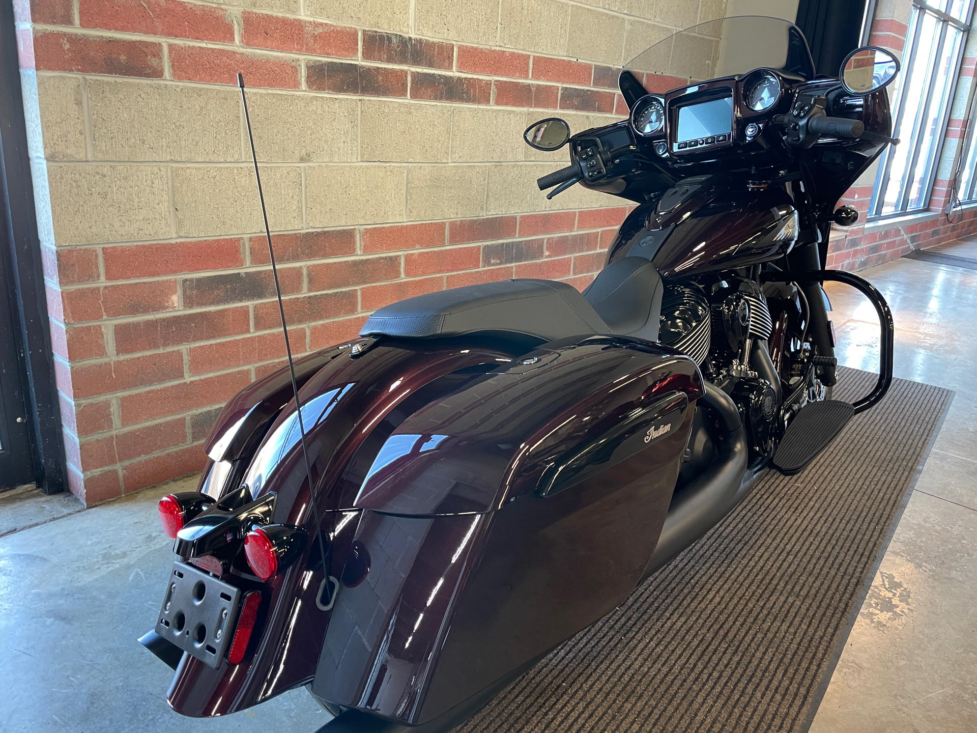 2021 Indian Chieftain® Dark Horse® Icon in Muskego, Wisconsin - Photo 8