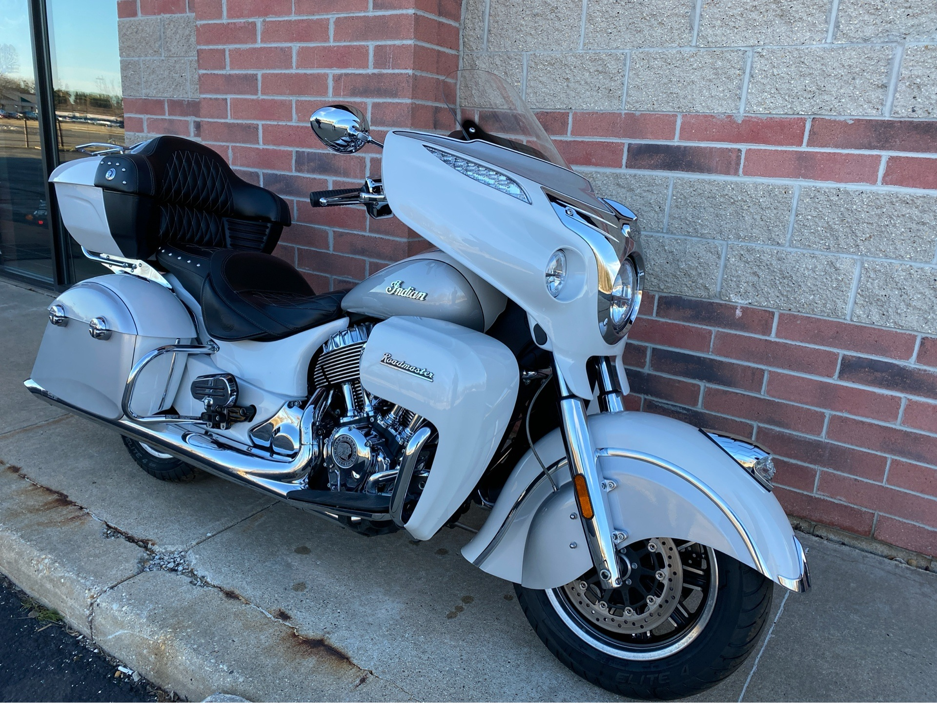 2018 Indian Roadmaster® ABS in Muskego, Wisconsin - Photo 2