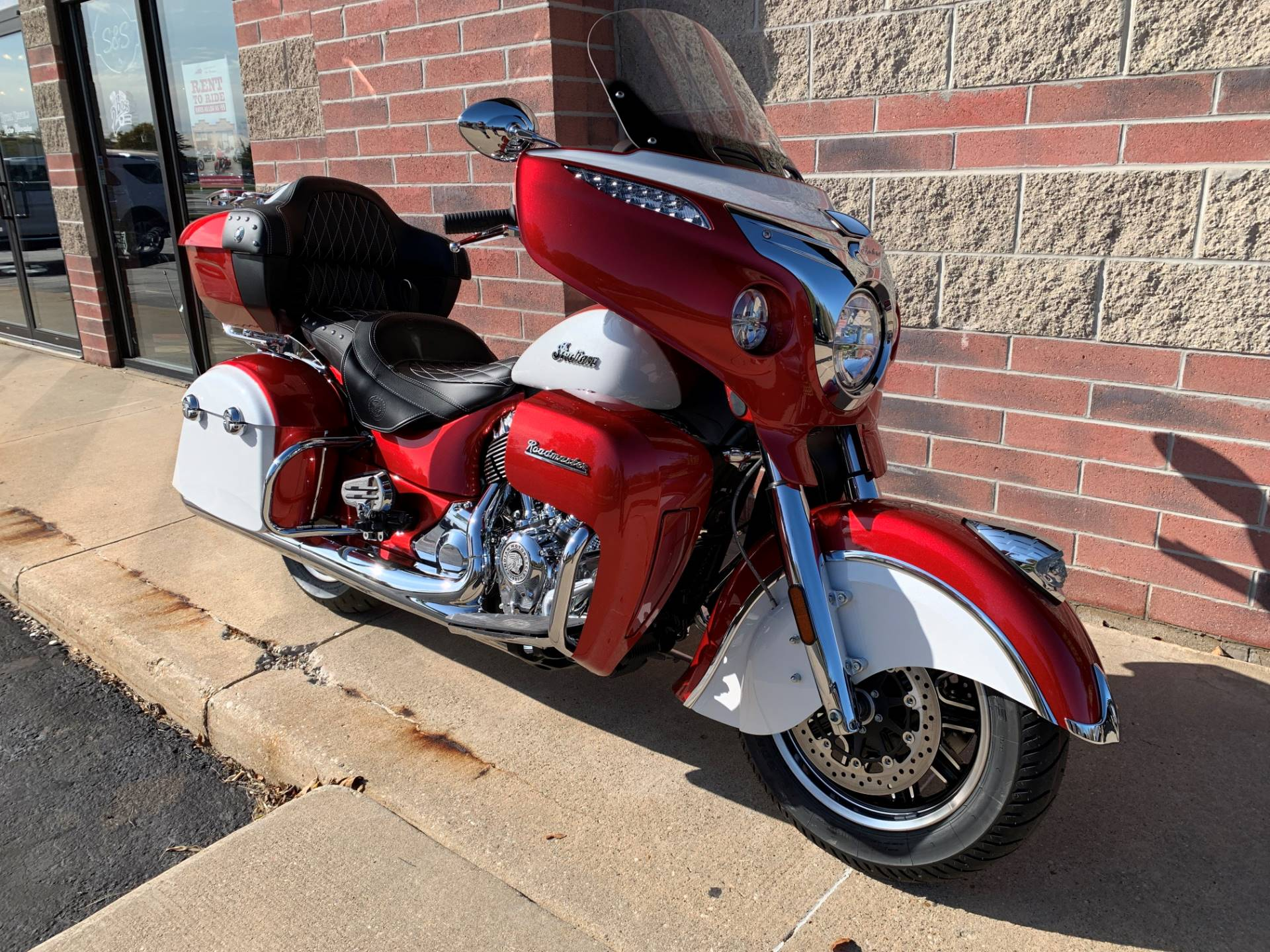 2020 Indian Roadmaster® Icon Series in Muskego, Wisconsin - Photo 2