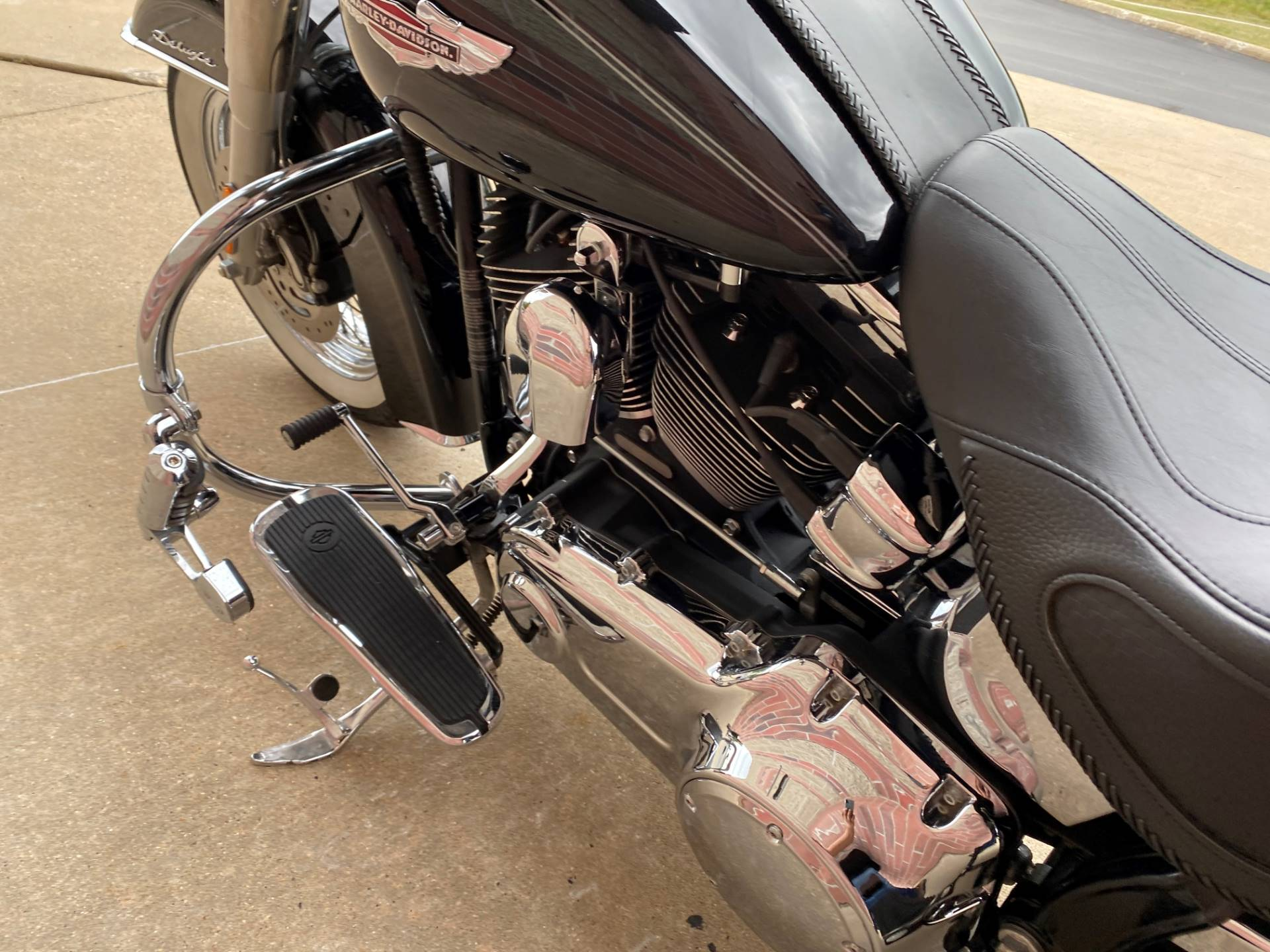 2010 Harley-Davidson Softail® Deluxe in Muskego, Wisconsin - Photo 12