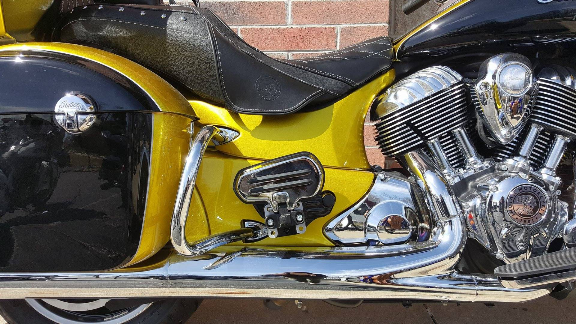 2017 Indian Roadmaster® Icon Series in Muskego, Wisconsin