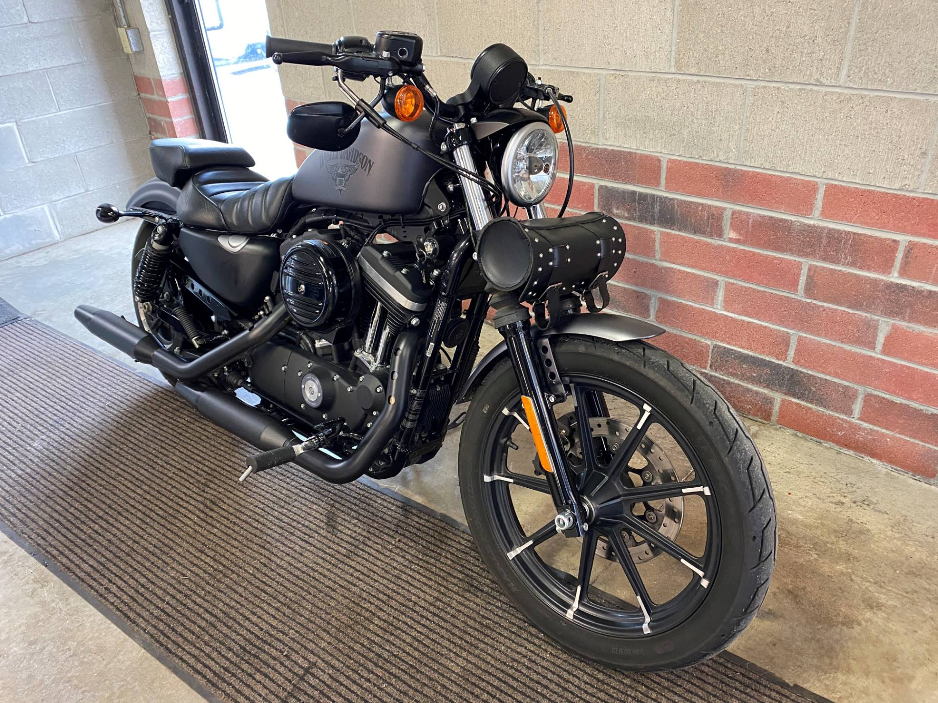 2017 Harley-Davidson Iron 883™ in Muskego, Wisconsin - Photo 2
