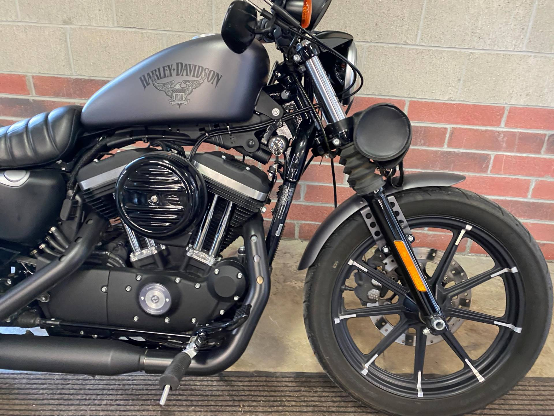 2017 Harley-Davidson Iron 883™ in Muskego, Wisconsin - Photo 5