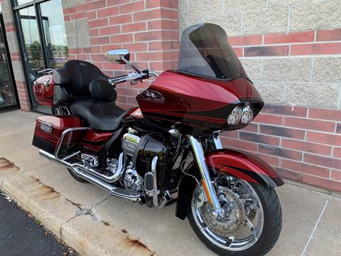 2011 Harley-Davidson CVO™ Road Glide® Ultra in Muskego, Wisconsin - Photo 2