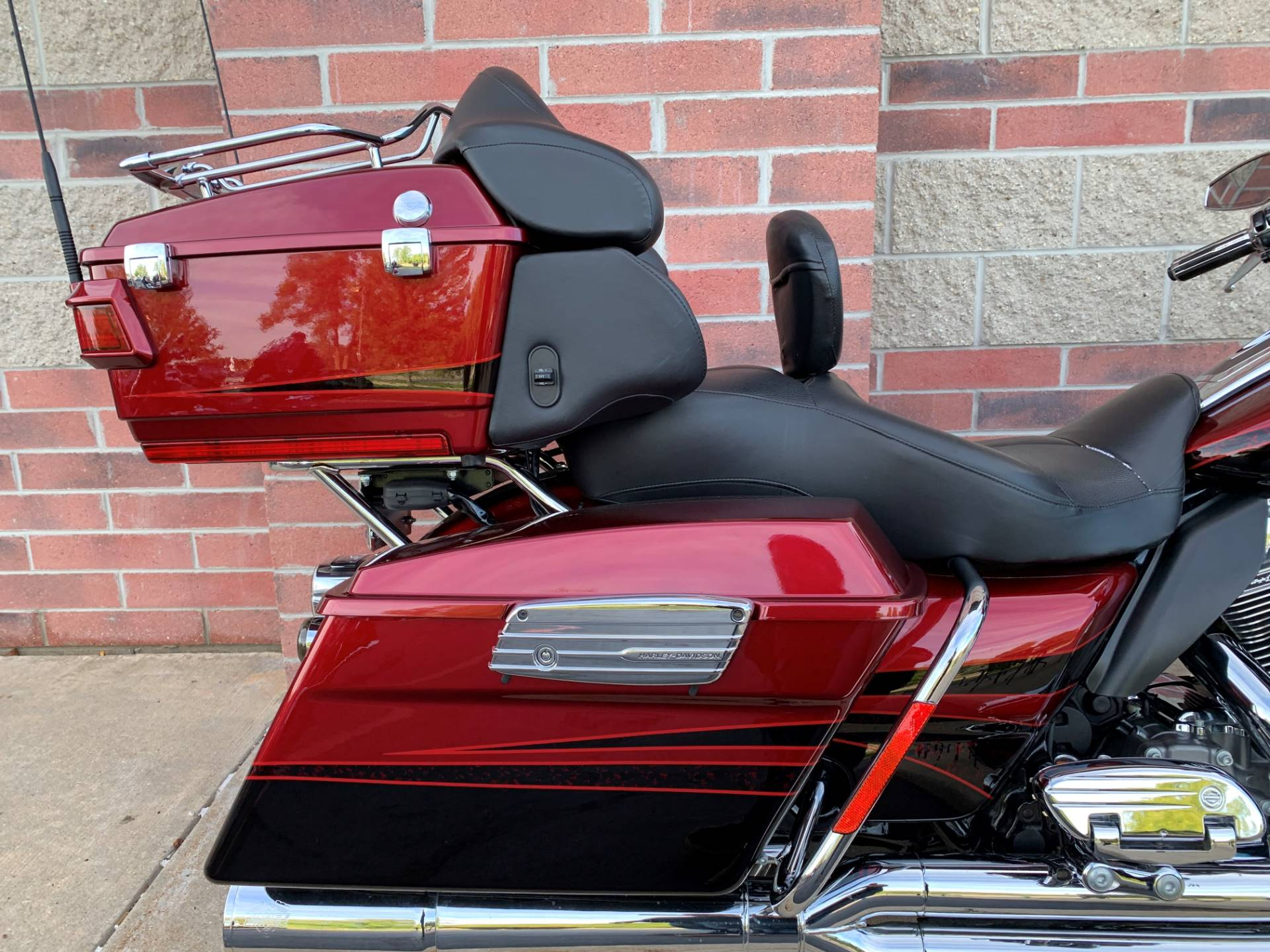2011 Harley-Davidson CVO™ Road Glide® Ultra in Muskego, Wisconsin - Photo 7