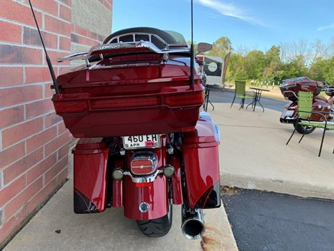 2011 Harley-Davidson CVO™ Road Glide® Ultra in Muskego, Wisconsin - Photo 10