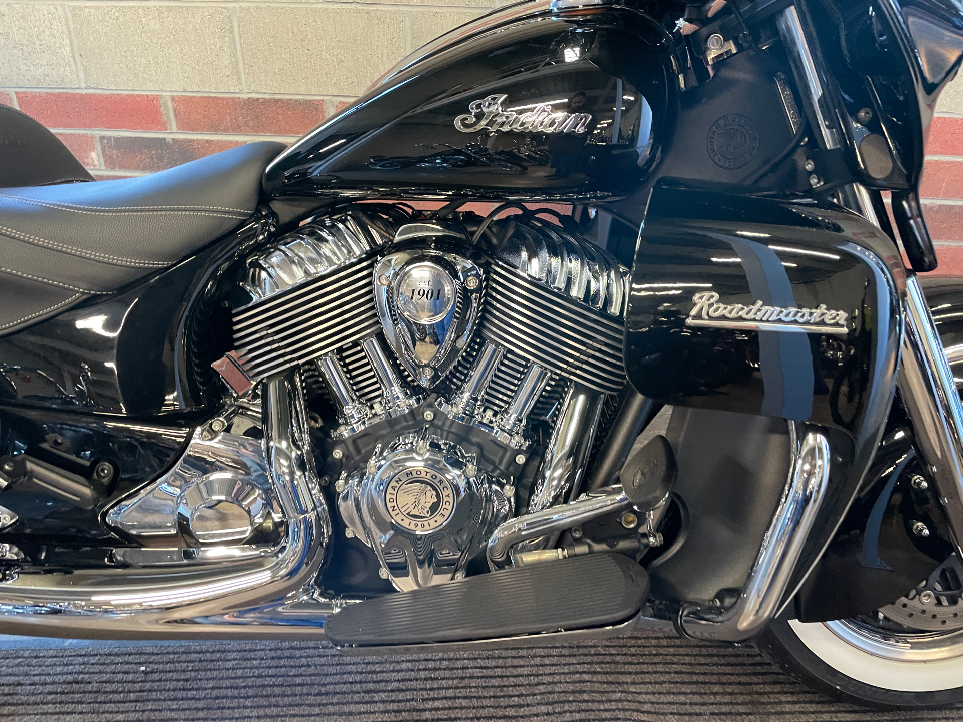2019 Indian Roadmaster® ABS in Muskego, Wisconsin - Photo 5