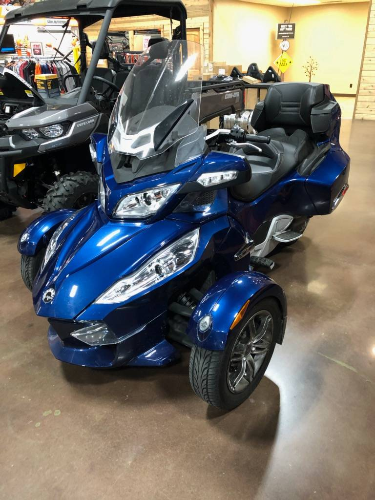 2011 Can-Am Spyder® RT Audio & Convenience SM5 in Sapulpa, Oklahoma - Photo 2