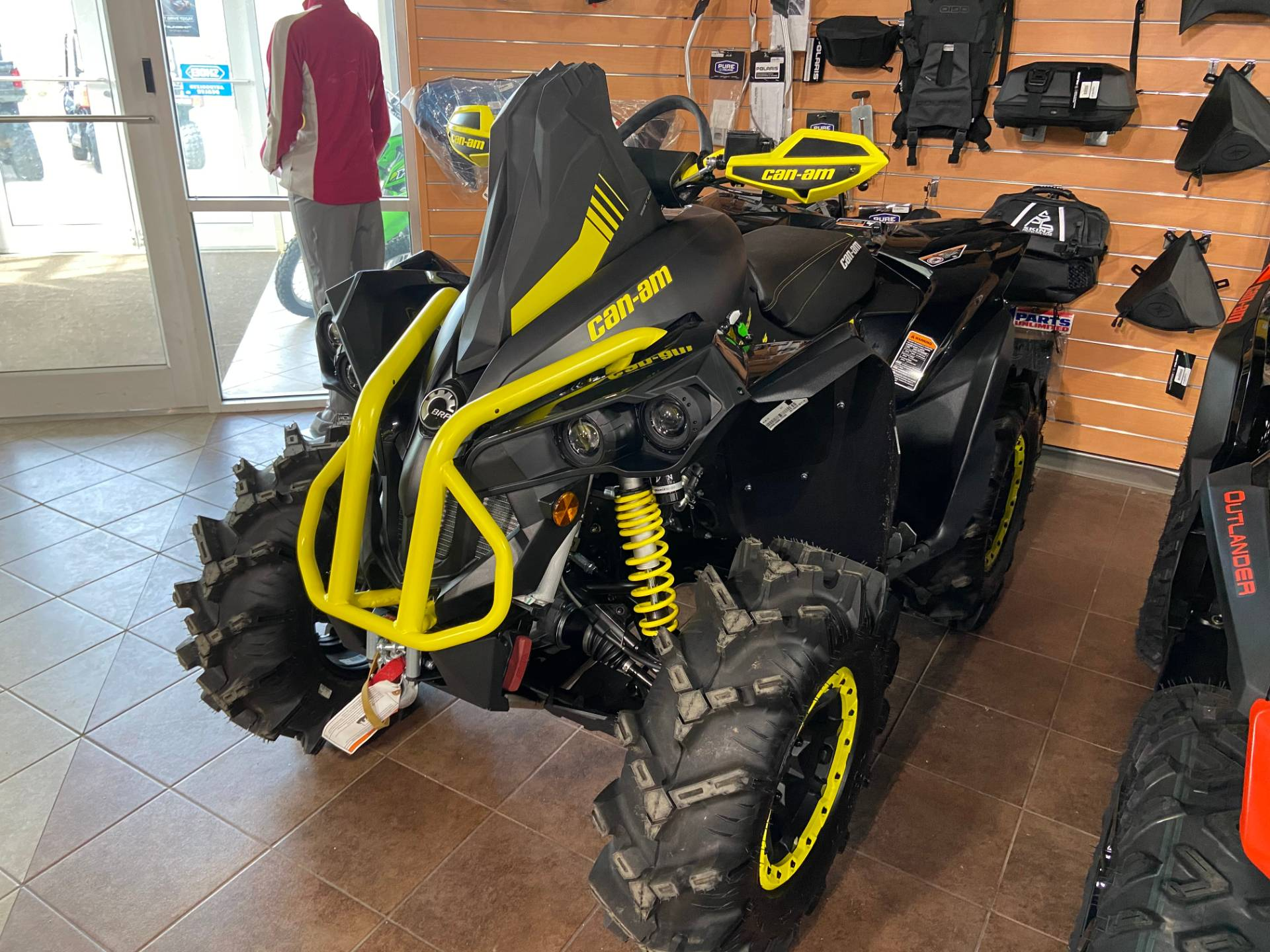 2018 Can-Am Renegade X MR 1000R in Barre, Massachusetts - Photo 3