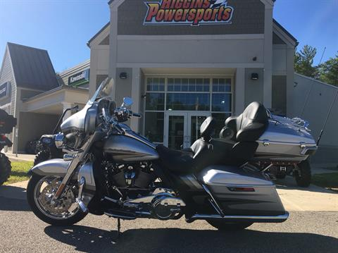 2017 Harley-Davidson CVO™ Limited® in Barre, Massachusetts