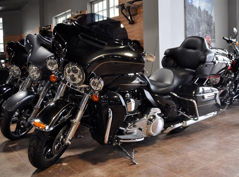 2016 Harley-Davidson Ultra Limited Low in Barre, Massachusetts