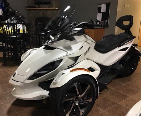 2014 Can-Am Spyder® ST SE5 in Barre, Massachusetts