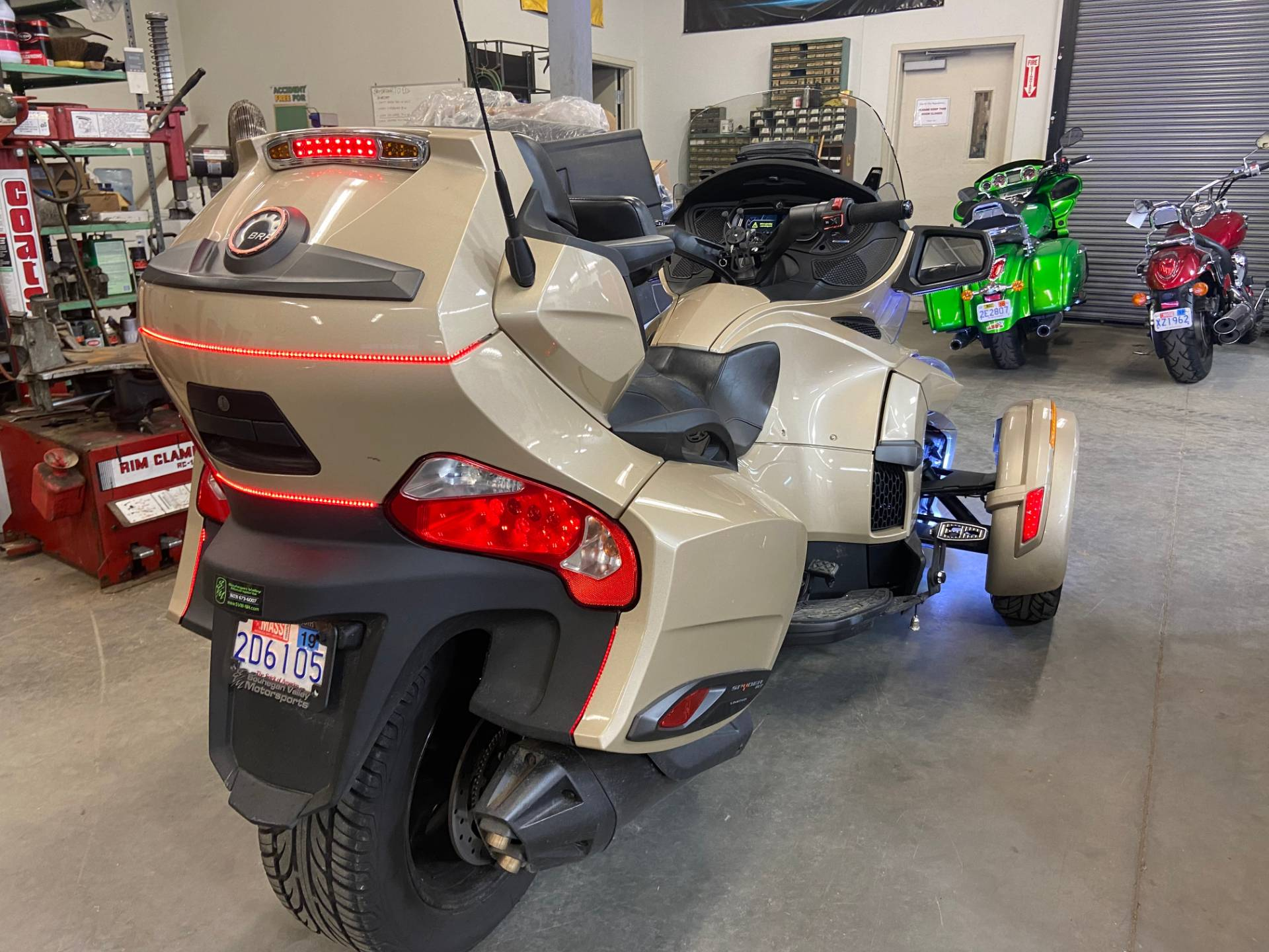 2018 Can-Am Spyder RT Limited in Barre, Massachusetts - Photo 4
