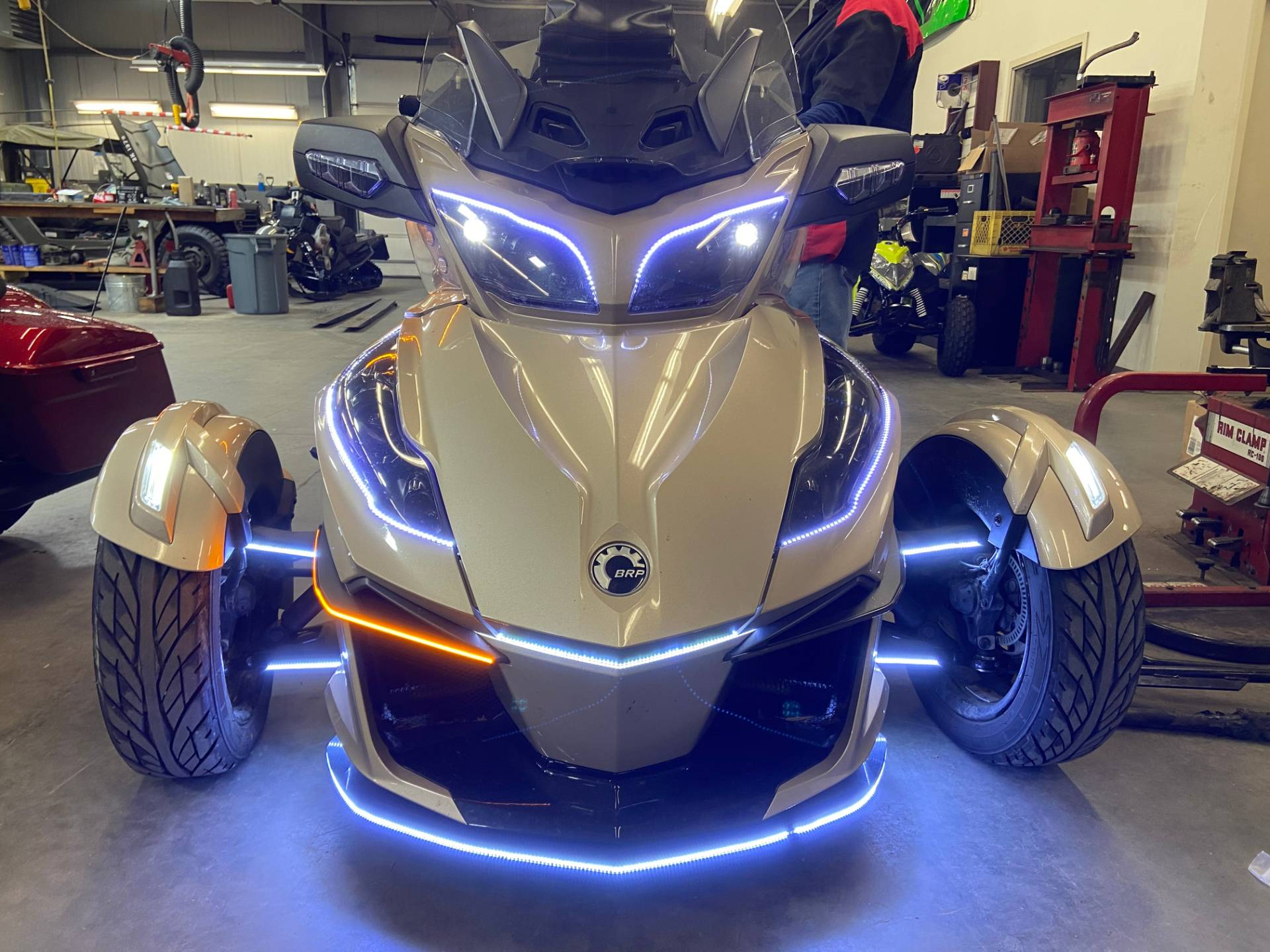 2018 Can-Am Spyder RT Limited in Barre, Massachusetts - Photo 7