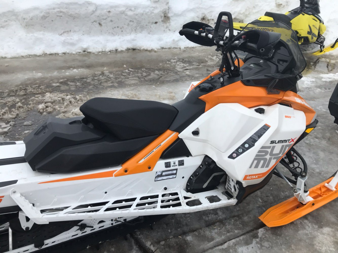 2017 Ski-Doo Summit X 165 850 E-TEC E.S., PowderMax 2.5 in. in Toronto, South Dakota - Photo 5