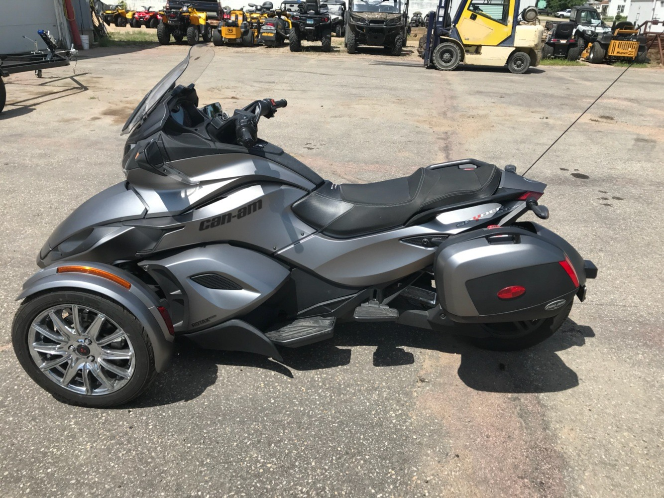2014 Can-Am™ Spyder ST Limited 1