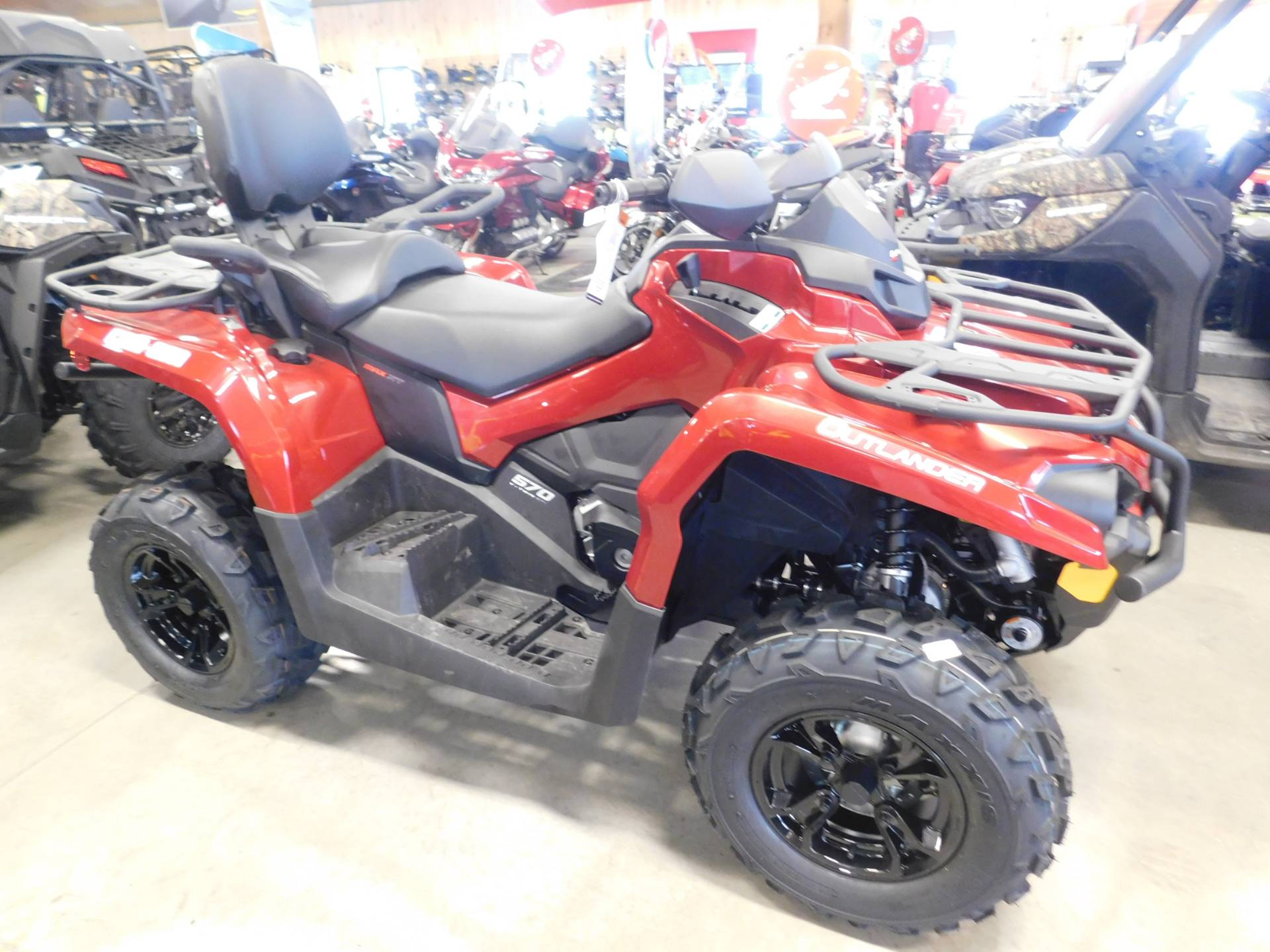 2019 Can-Am™ Outlander MAX XT 570 1
