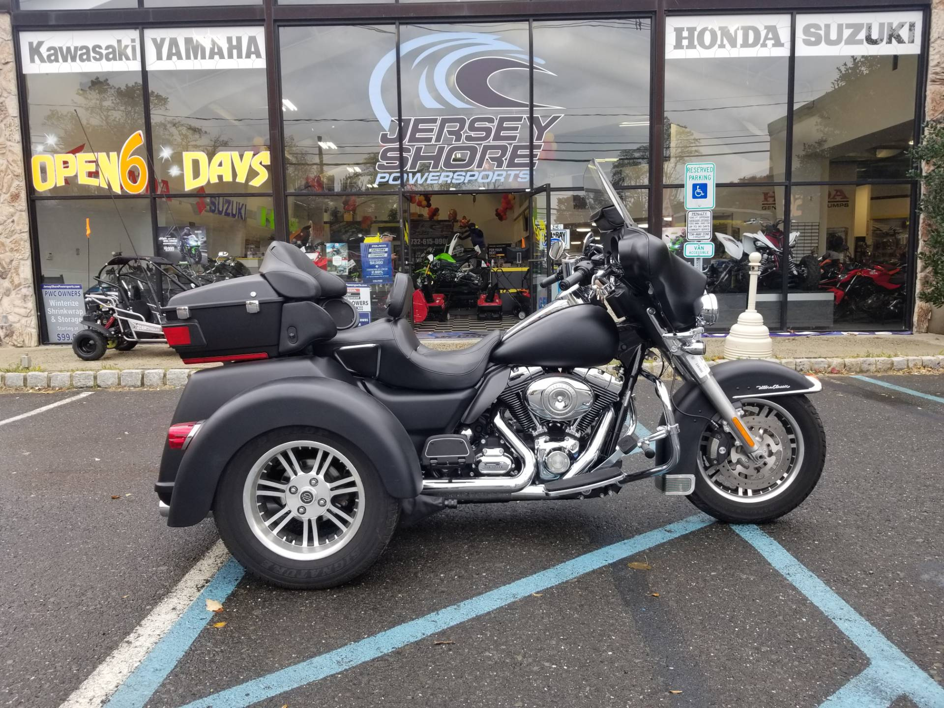 2009 Harley-Davidson FLHTCUTG Tri Glide Ultra Classic 1