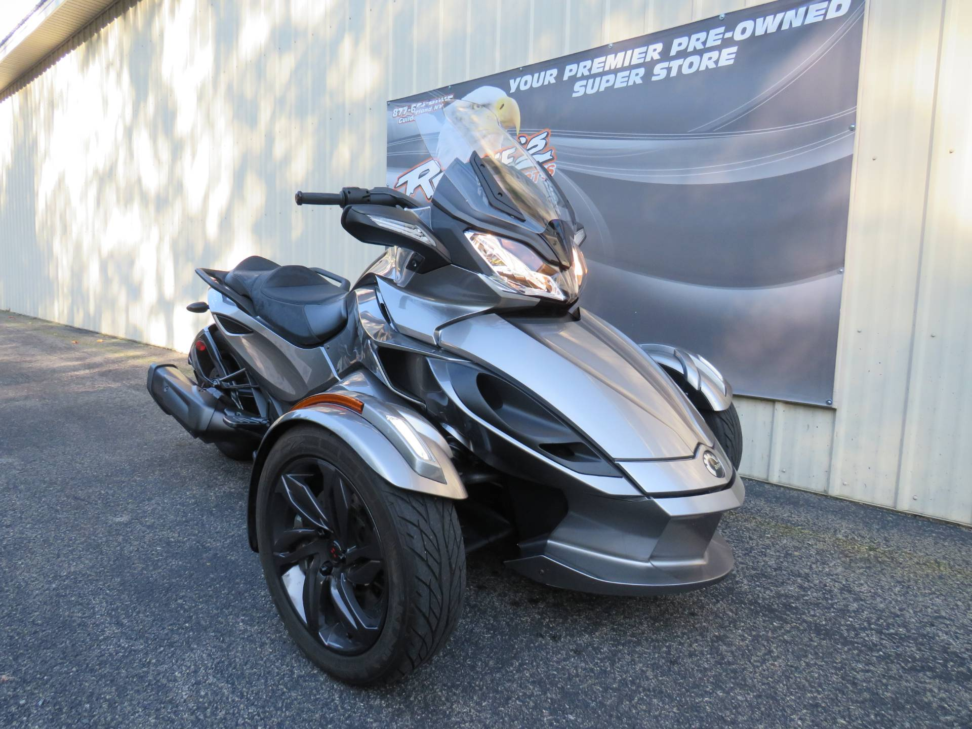 2013 Can-Am Spyder® ST-S SE5 in Guilderland, New York - Photo 2