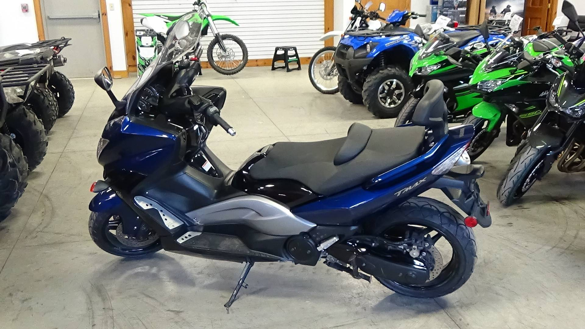 2009 yamaha tmax blue 2009 yamaha tmax scooters moped for Yamaha dealers in vt