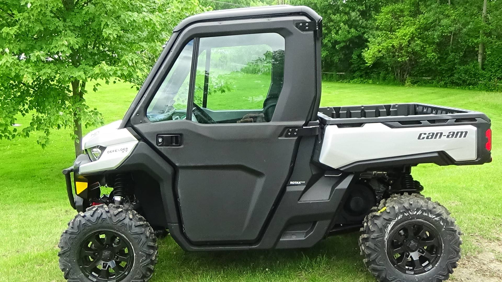 2019 Can-Am Defender XT CAB HD8 in Bennington, Vermont - Photo 2