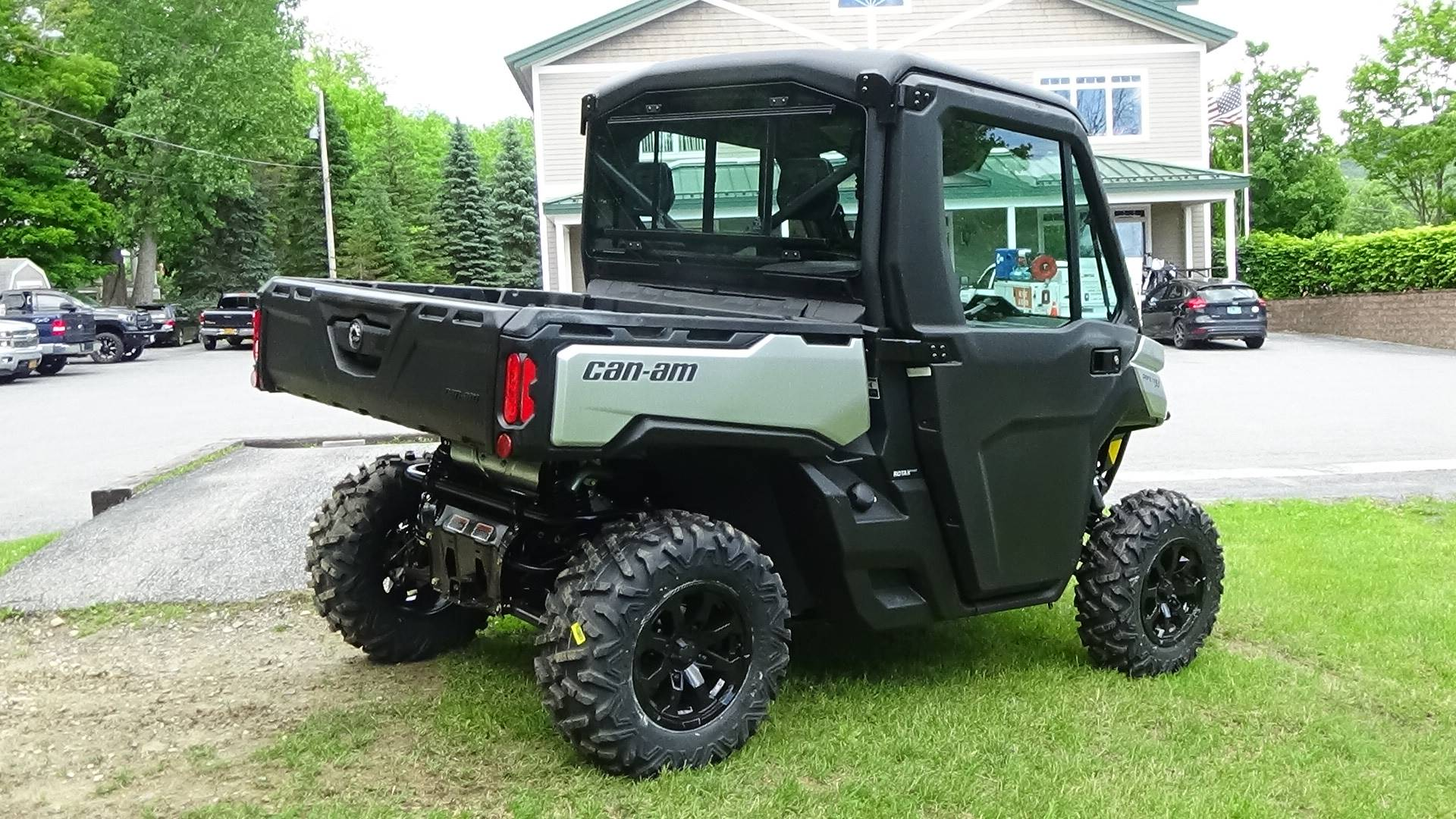 2019 Can-Am Defender XT CAB HD8 in Bennington, Vermont - Photo 5