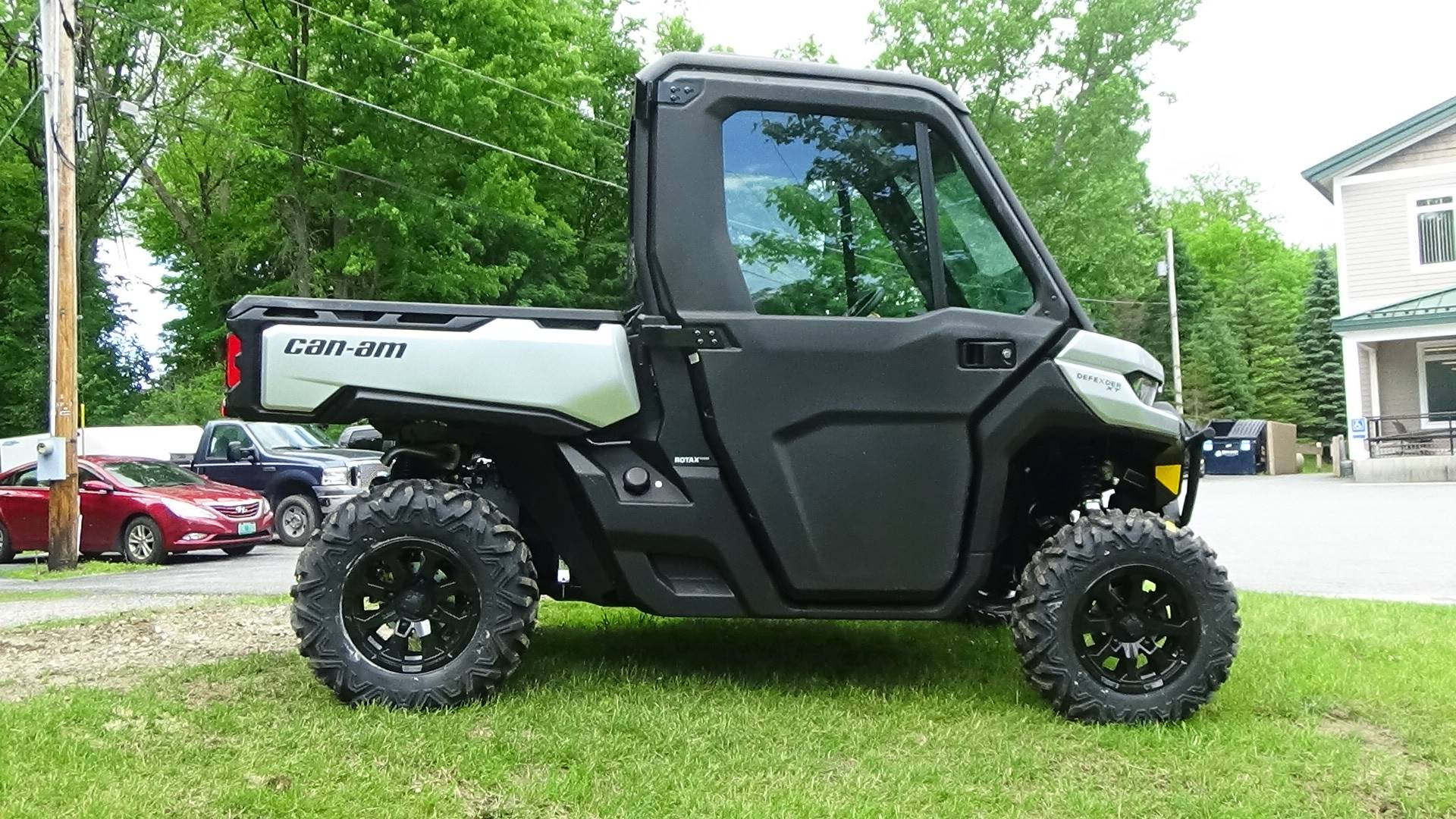 2019 Can-Am Defender XT CAB HD8 in Bennington, Vermont - Photo 6