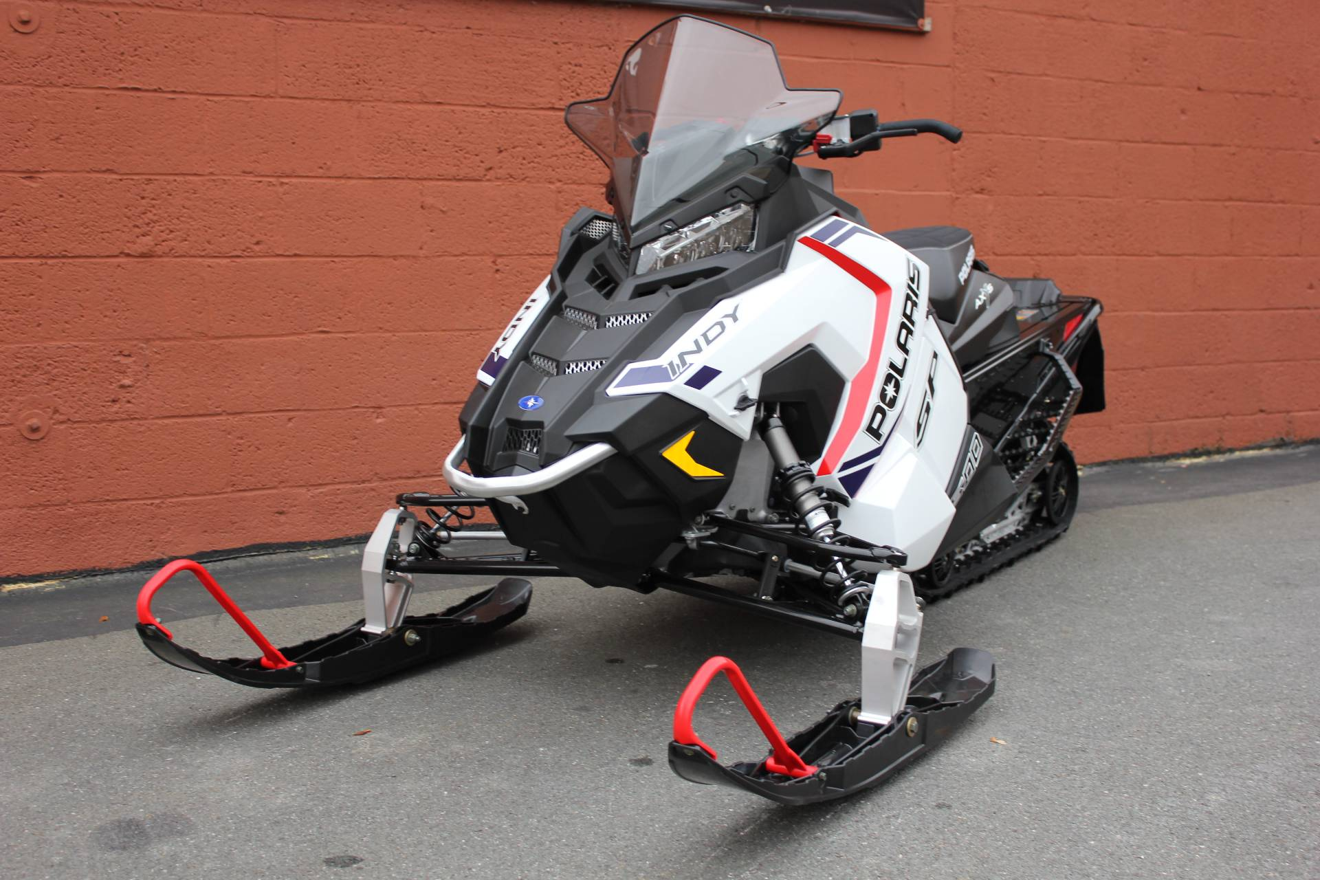 2020 Polaris 600 Indy SP 129 ES in Pittsfield, Massachusetts - Photo 2