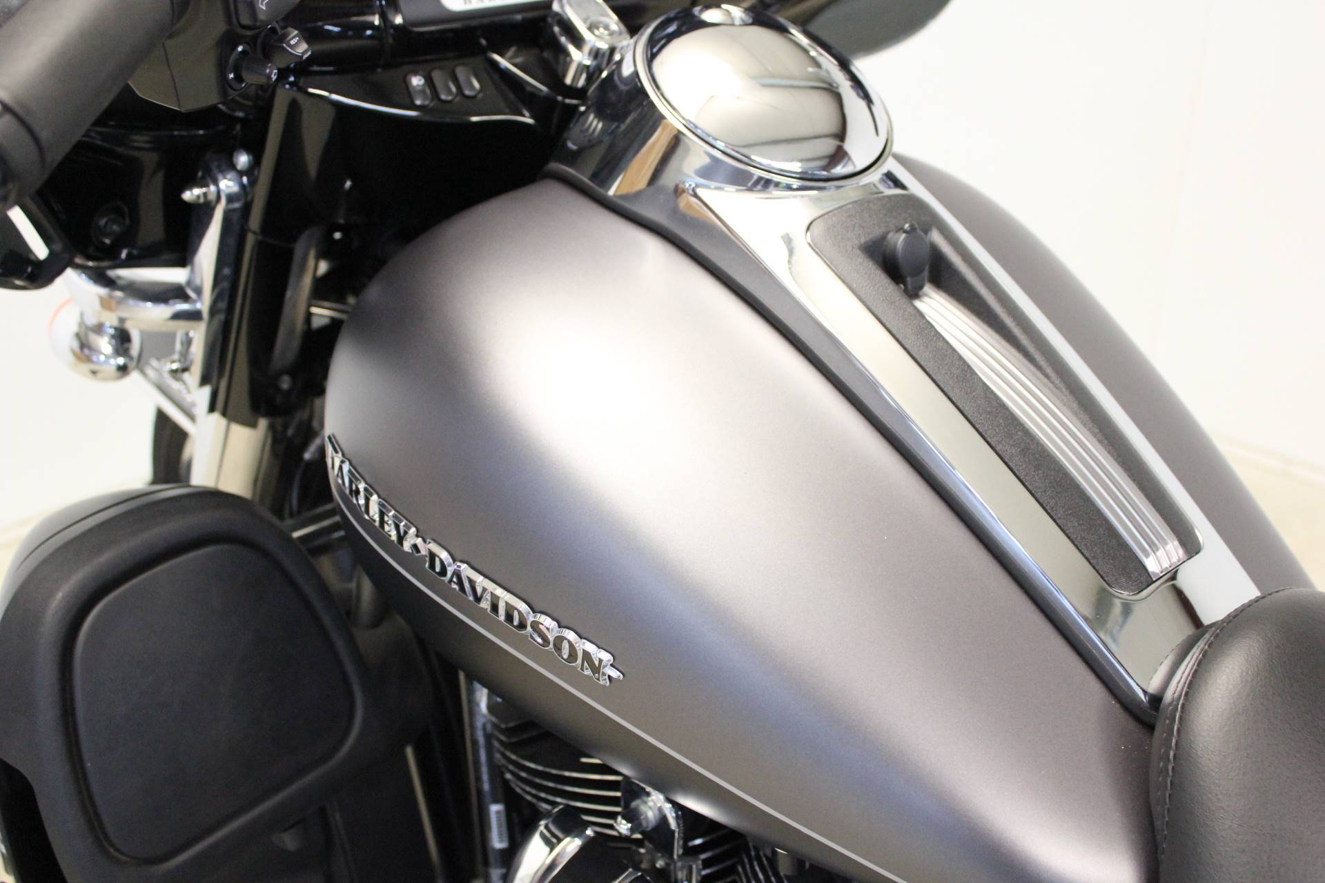 2017 Harley-Davidson Ultra Limited in Pittsfield, Massachusetts - Photo 16