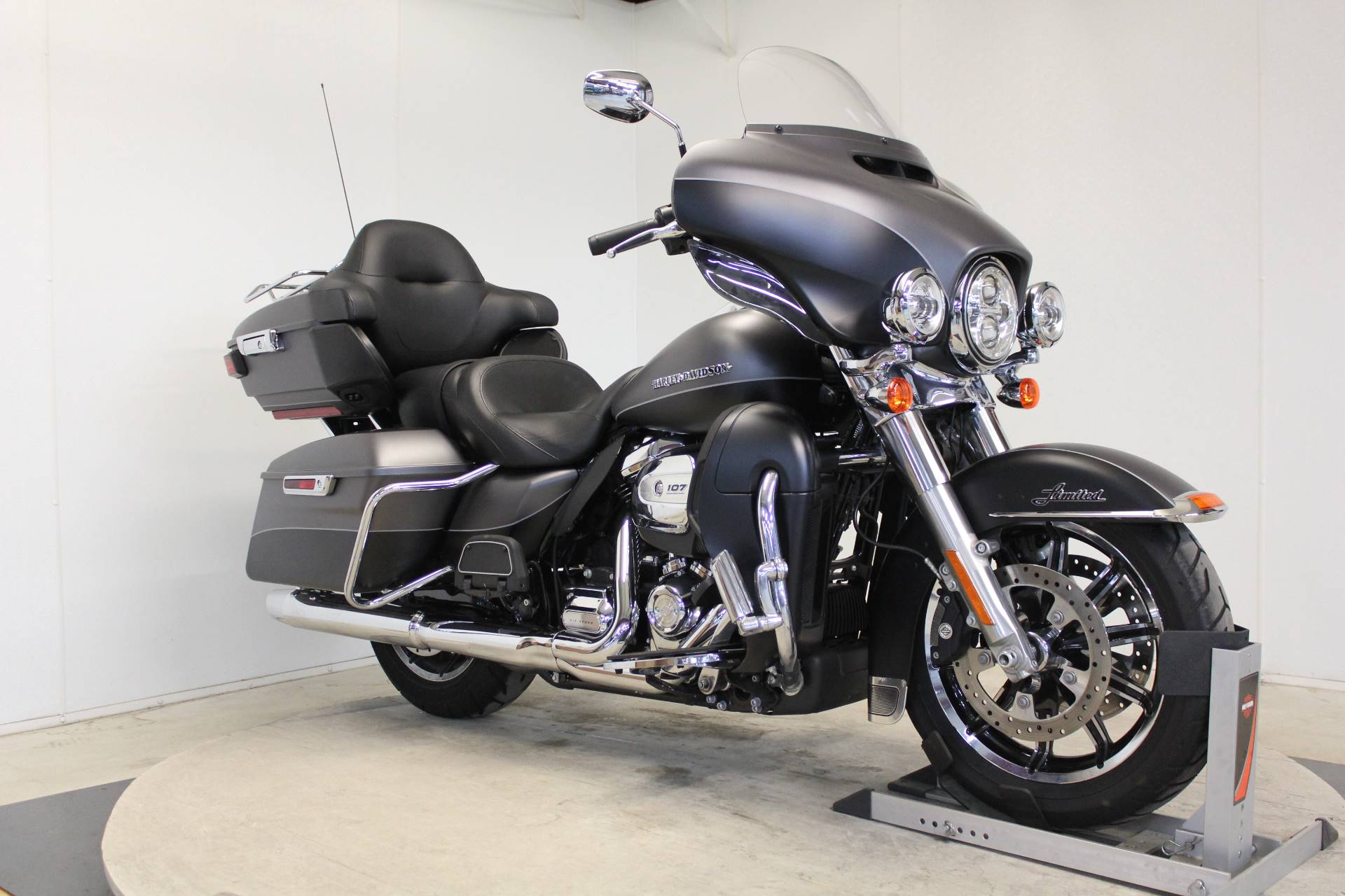 2017 Harley-Davidson Ultra Limited in Pittsfield, Massachusetts - Photo 3