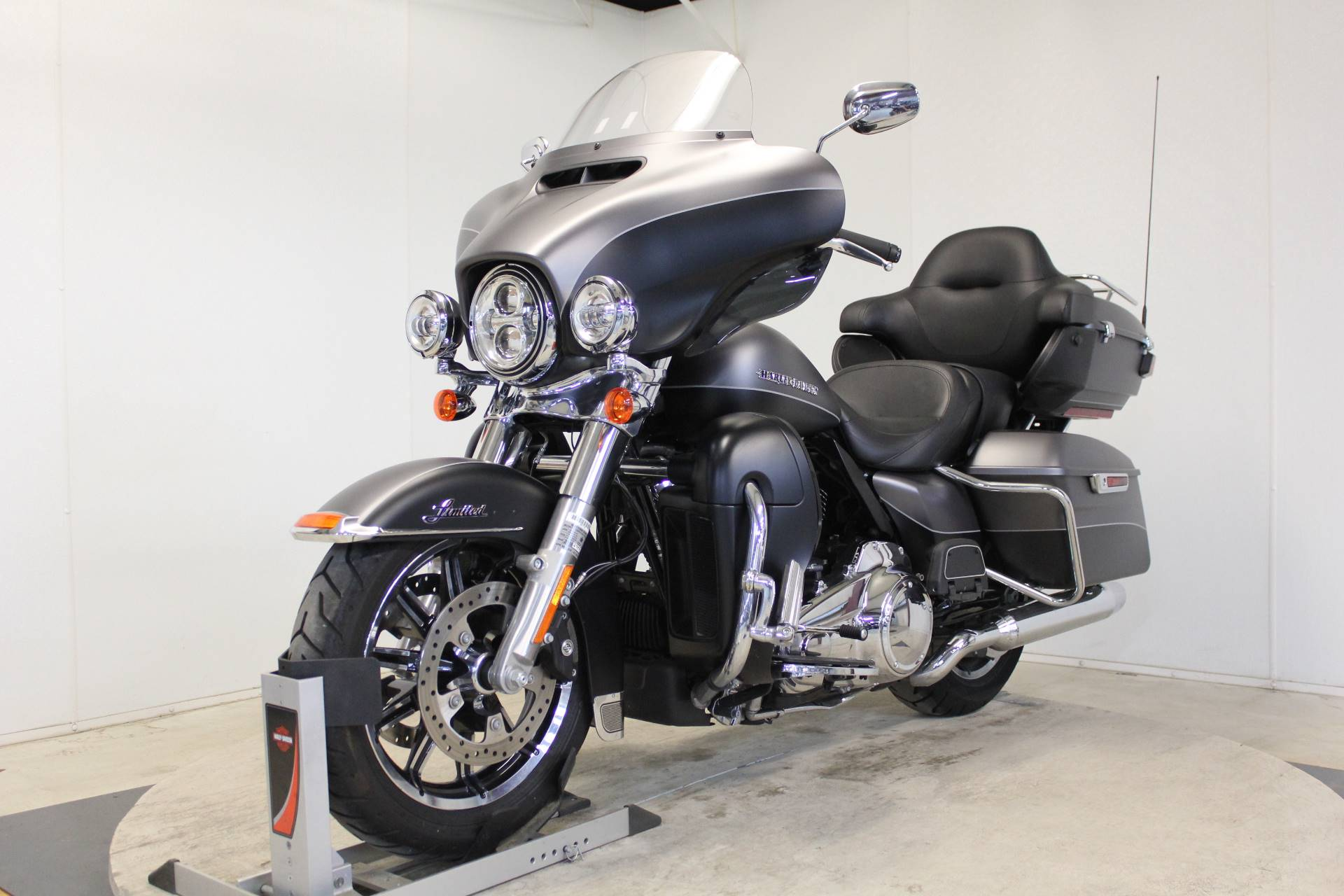 2017 Harley-Davidson Ultra Limited in Pittsfield, Massachusetts - Photo 4