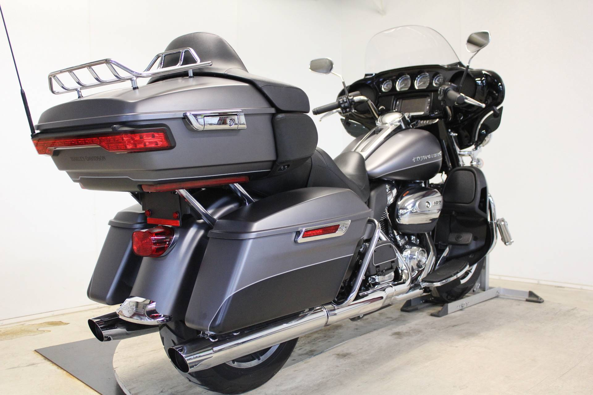 2017 Harley-Davidson Ultra Limited in Pittsfield, Massachusetts - Photo 8