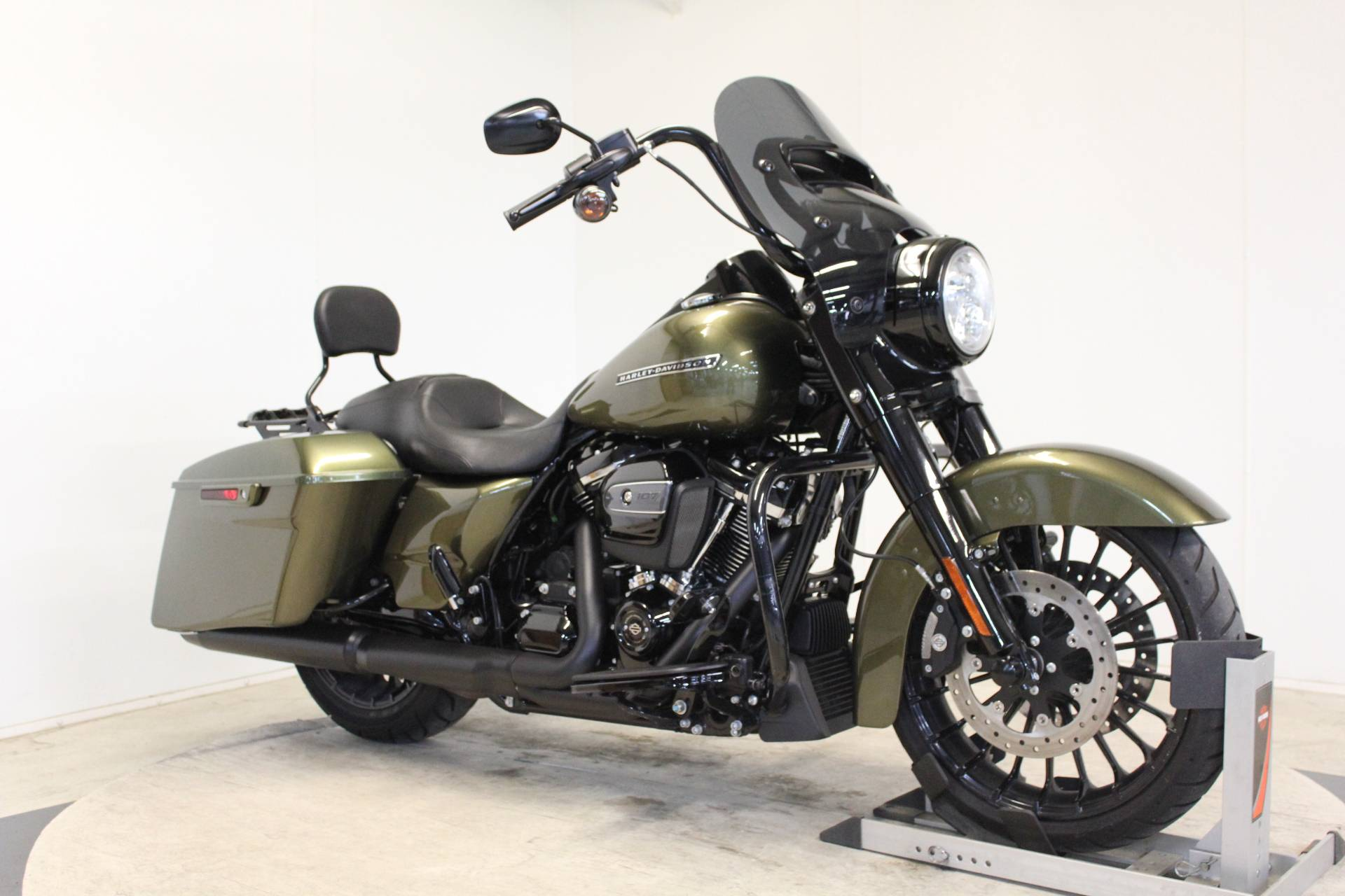 2017 Harley-Davidson Road King® Special in Pittsfield, Massachusetts - Photo 2